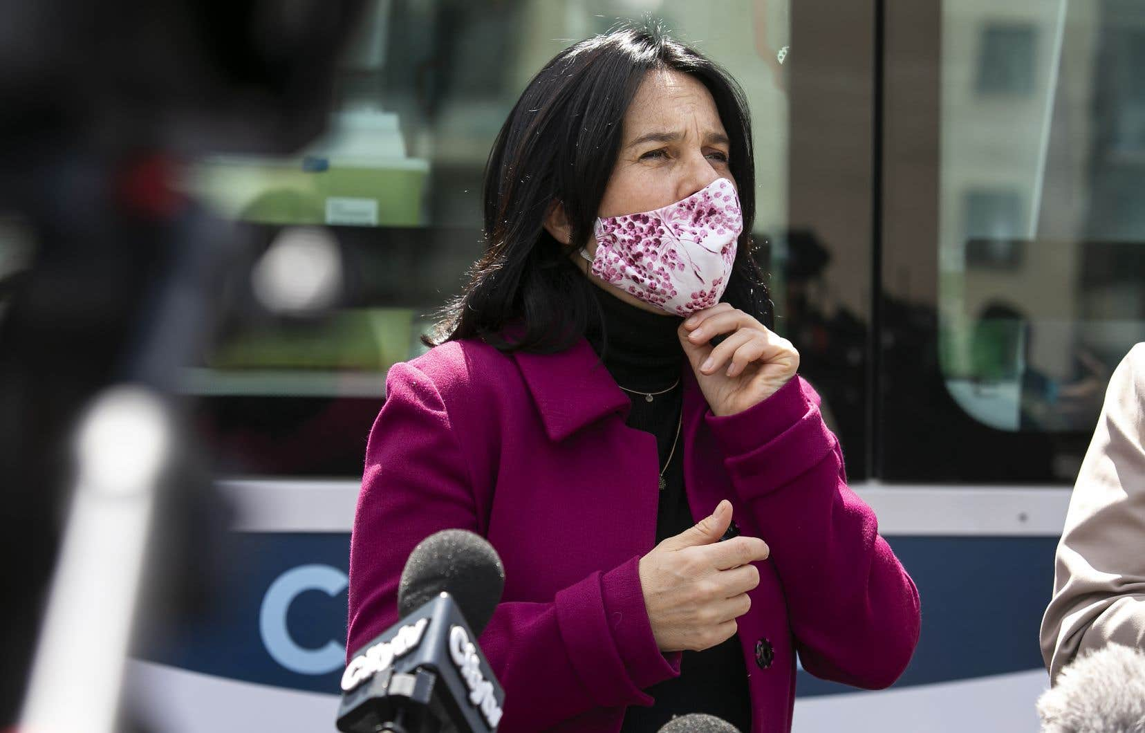 Valérie Plante estime que les armes illégales sont un «fléau» à Montréal.