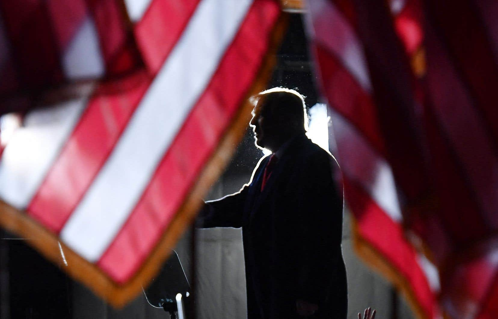 Donald Trump reste très populaire à droite et il est peu probable que 17 sénateurs républicains acceptent de voter avec les 50 sénateurs démocrates pour former la majorité nécessaire à sa condamnation.