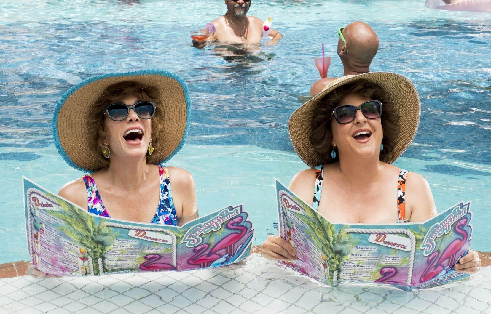 Kristen Wig dans le rôle de Star et Annie Mumolo dans celui de Barb dans le film «Barb and Star Go to Vista Del Mar»