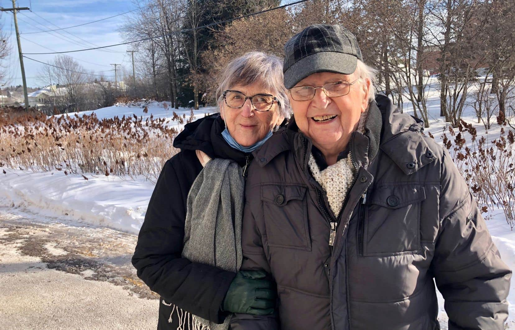 Madeleine Labrie et Marc-André Gosselin devant leur résidence la Seigneurie du carrefour, à Sherbrooke