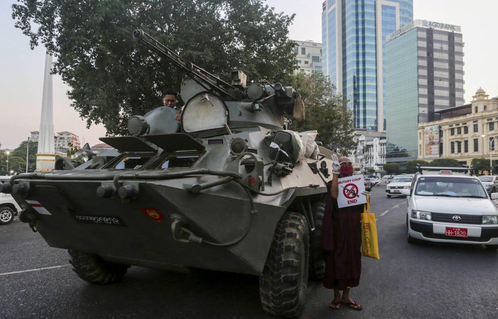 La peur des représailles est dans tous les esprits dans ce pays où les derniers soulèvements populaires de 1988 et 2007 ont été réprimés dans le sang par les militaires.
