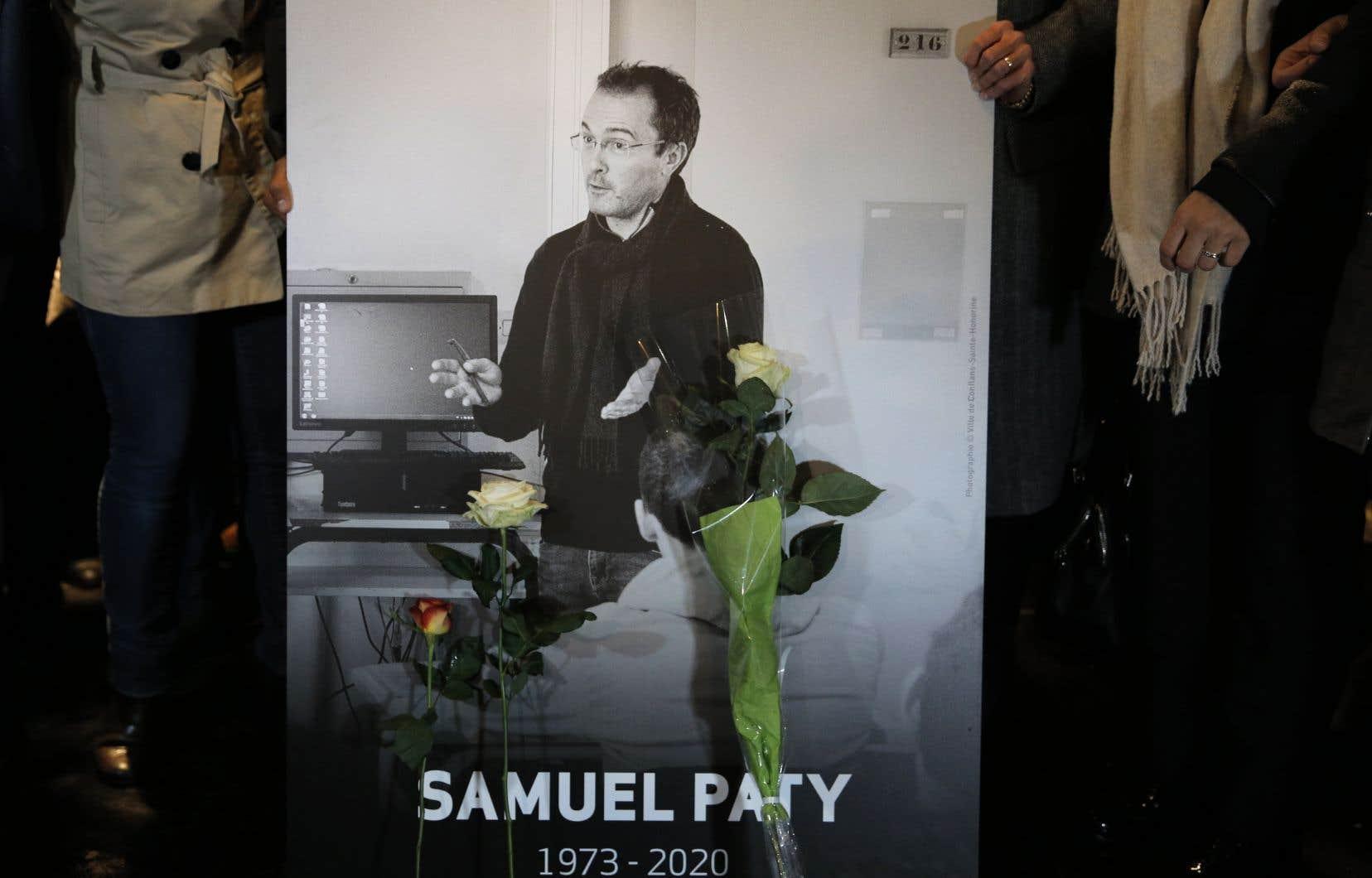Le professeur de philosophie Didier Lemaire affirme être la cible de «propos haineux» et d'«attaques» depuis qu'il a défendu l'enseignant Samuel Paty, décapité par un djihadiste pour avoir montré les caricatures de «Charlie Hebdo» en cours, dont la mort avait secoué la France entière.