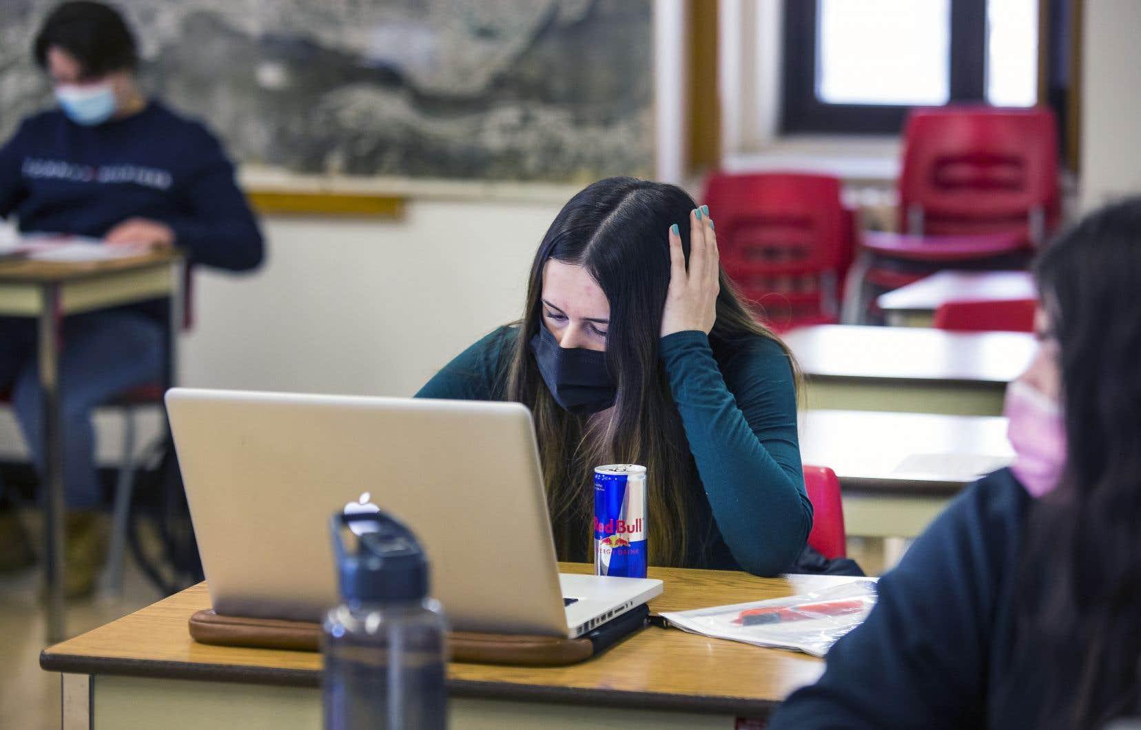 La FECQconsidère que les cégeps devraient planifier dès maintenant d'offrir davantage de présence en classe lors des semestres de l'été et de l'automne 2021.