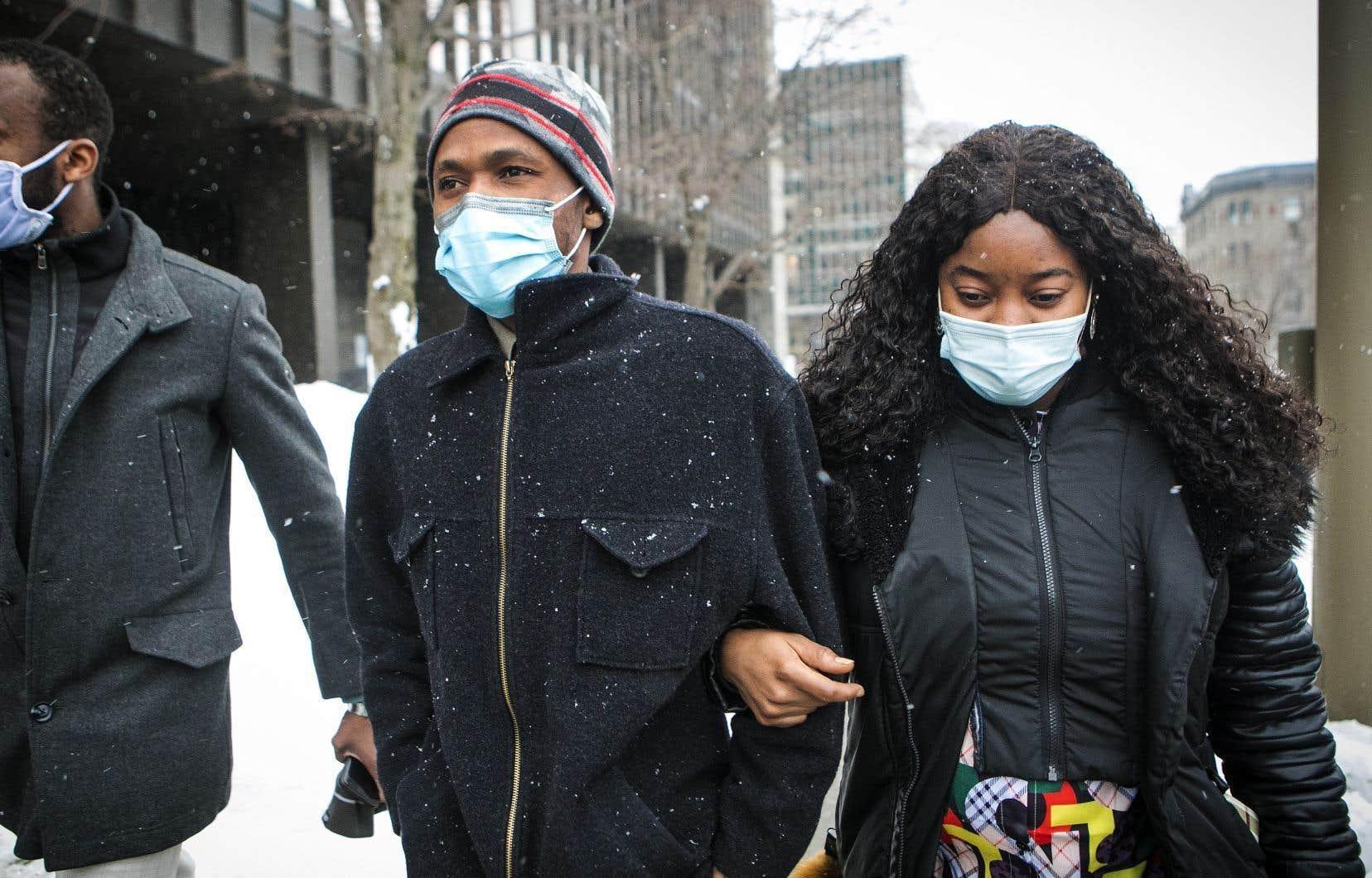 Arrivé au Québec il y a quatre ans avec un statut d'étudiant étranger, Mamadi III Fara Camara, 31ans, craint que son statut devienne précaire, puisqu'il est actuellement incapable de reprendre ses études.