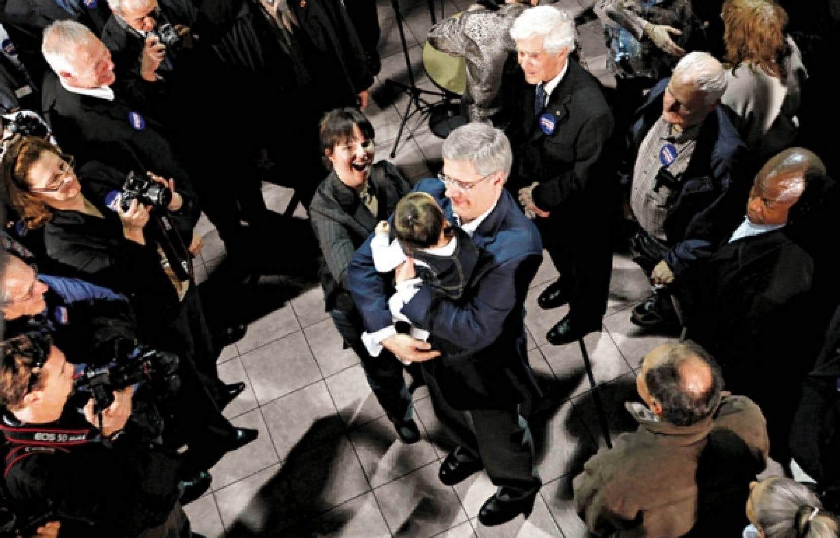 Qui rencontre Stephen Harper lors de ses événements de campagne, comme ici à Drummondville? Selon ce que Le Devoir a pu constater, exclusivement des militants conservateurs.