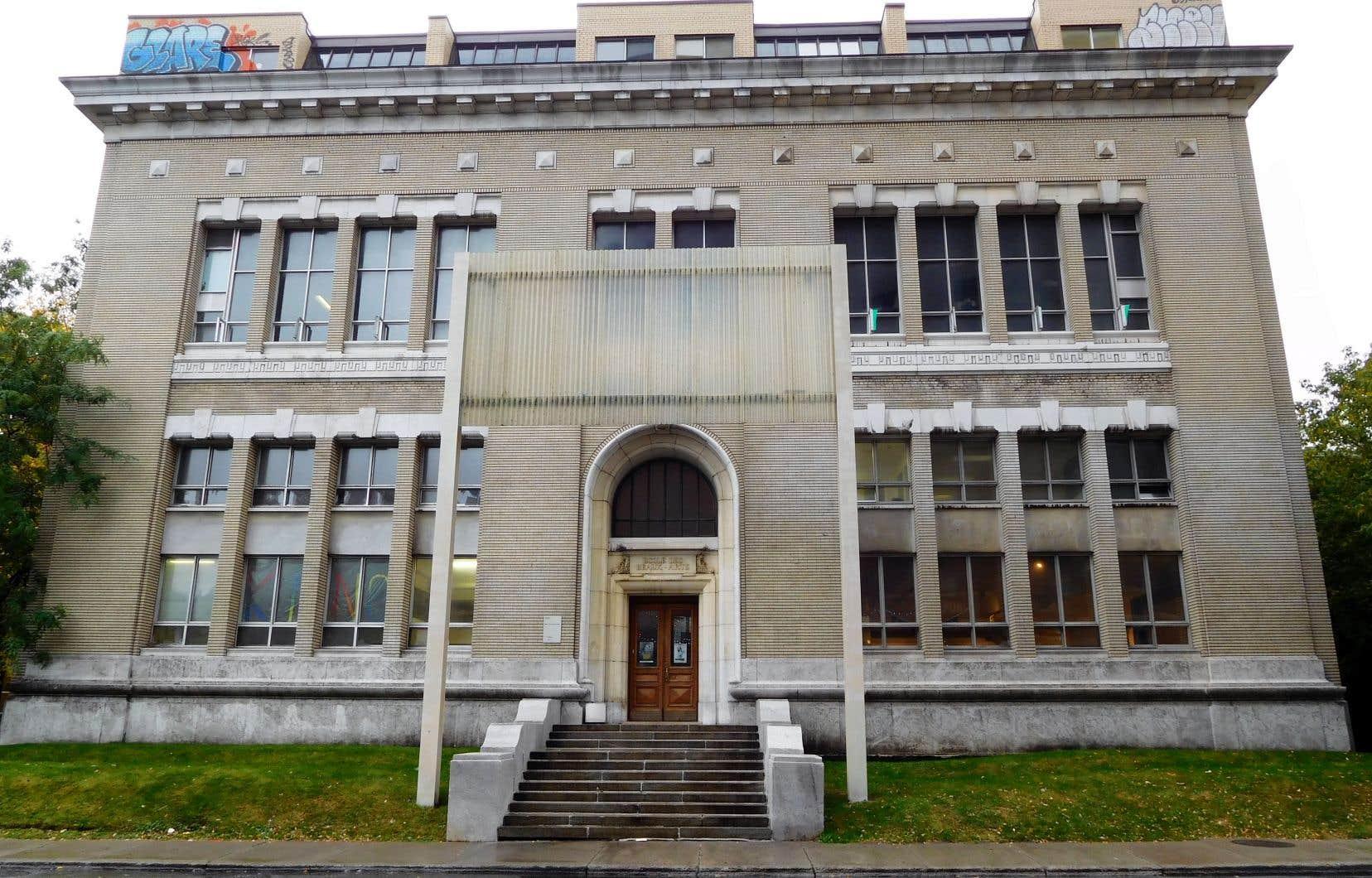 «L'ÉBAM est un bâtiment exceptionnel construit en 1922 par Jean-Omer Marchand et Ernest Cormier, deux architectes québécois des plus célèbres et innovateurs», rappelle l'auteur.