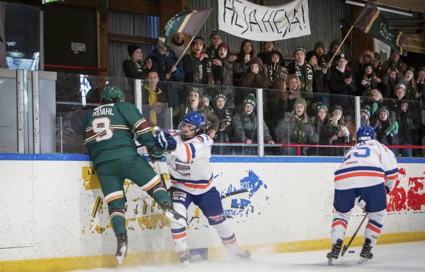 «Beartown» offre des scènes de hockey fort bien chorégraphiées et enlevantes.