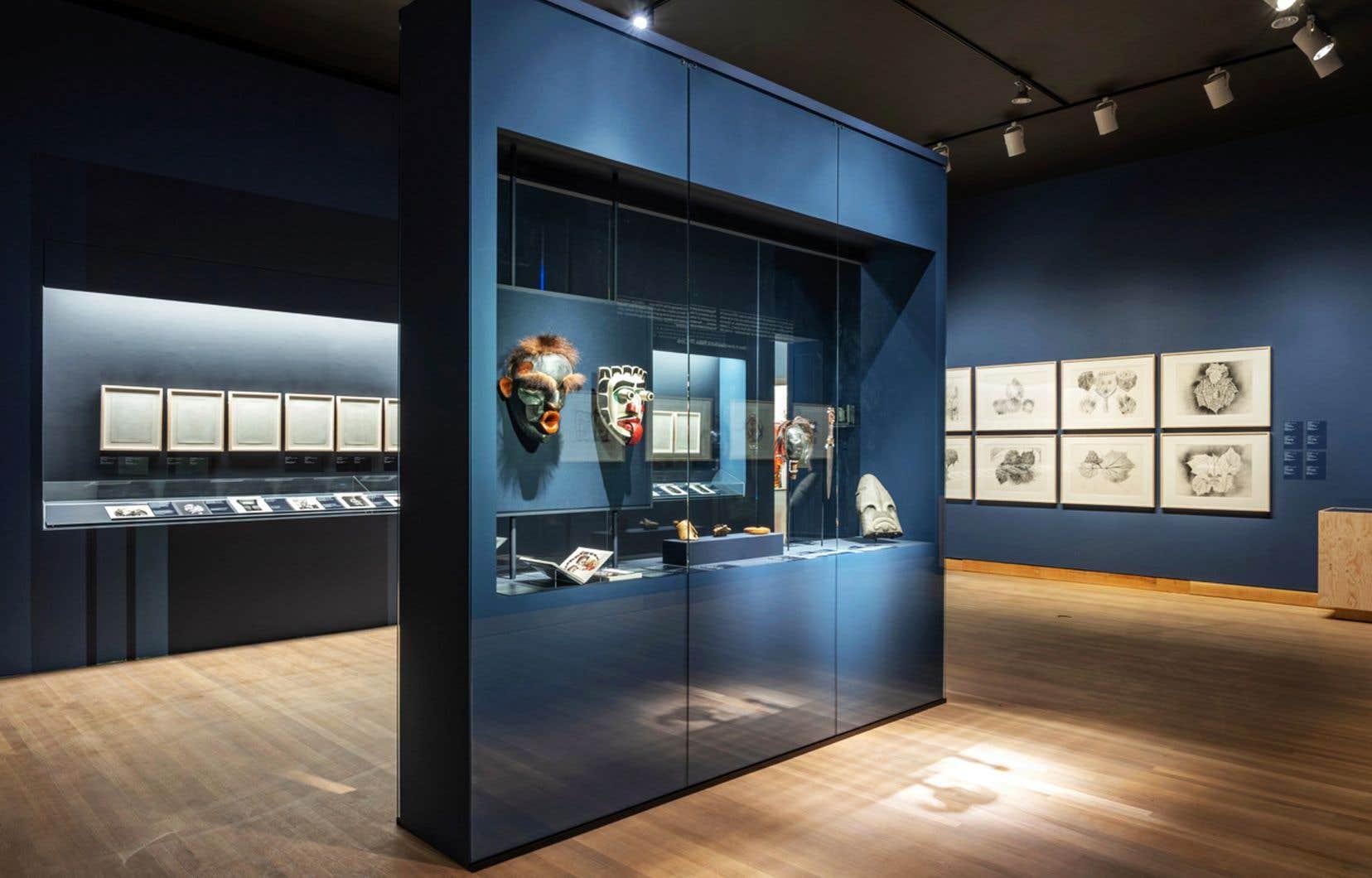 Vue de l'exposition «Riopelle: à la rencontre des territoires nordiques et des cultures autochtones»