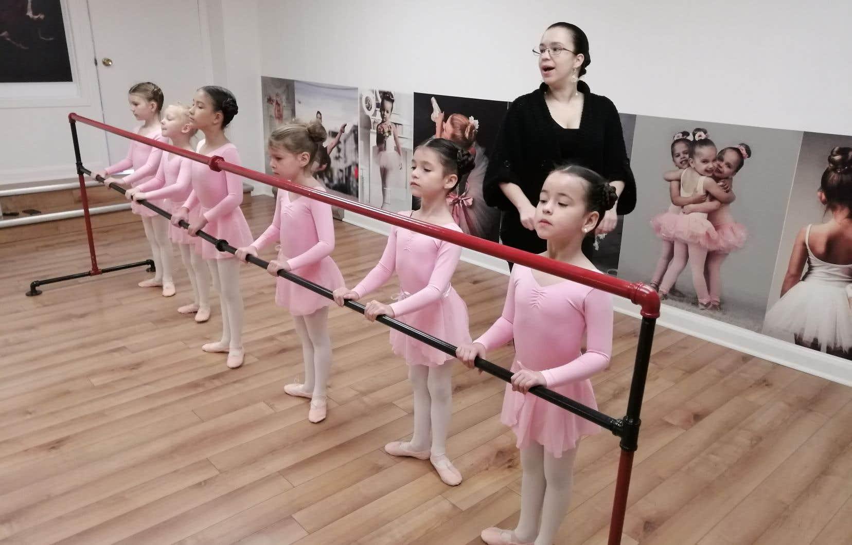 «Plusieurs personnes ont voulu me décourager en me disant que ce serait compliqué d'ouvrir une école de ballet dans le coin [de Thetford Mines], car les gens ici préféraient un autre type de danse, mais je ne me suis pas laissé influencer», lance Natalia Burgos.