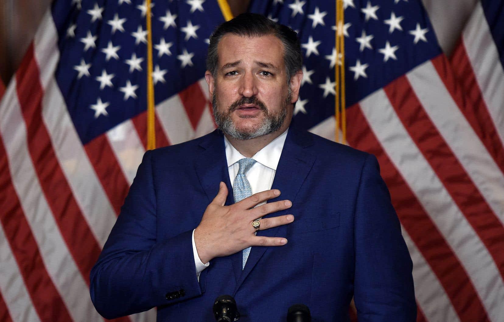Le sénateur Ted Cruz s'est défendu dans la journée en évoquant un déplacement vers le Mexique visant à accompagner ses filles et sa femme pour des vacances de dernière minute avec des amis, en raison de la fermeture des écoles au Texas.