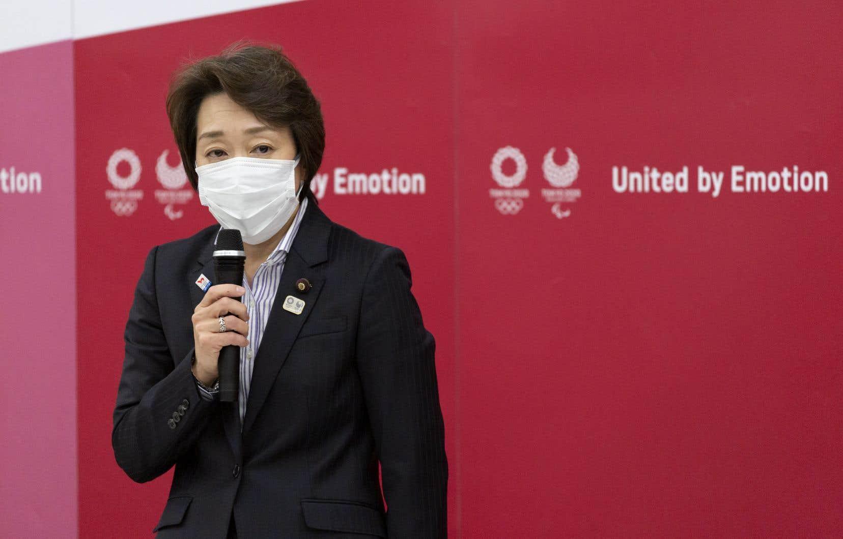 Seiko Hashimotoa écrit une nouvelle page d'histoire jeudi au Japon, où la représentativité féminine est encore timide au sein des conseils d'administration des grandes entreprises et au sein des postes clés du gouvernement.