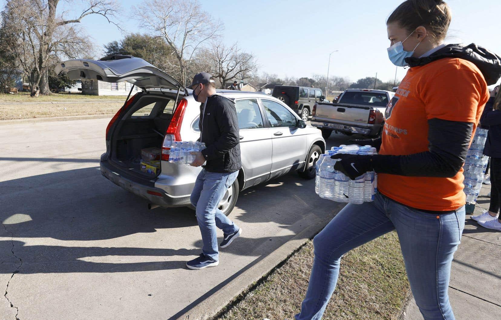 Sylvester Turner, le maire de Houston, a déclaré que la consigne de ne boire que de l'eau précédemment bouillie pourrait être en vigueur jusqu'à lundi.