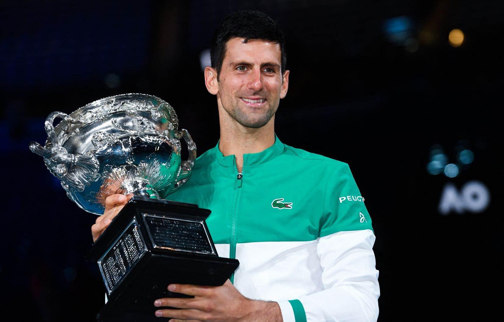 À 33ans, Djokovic revient ainsi à deux longueurs du record de trophées en Grand Chelem.