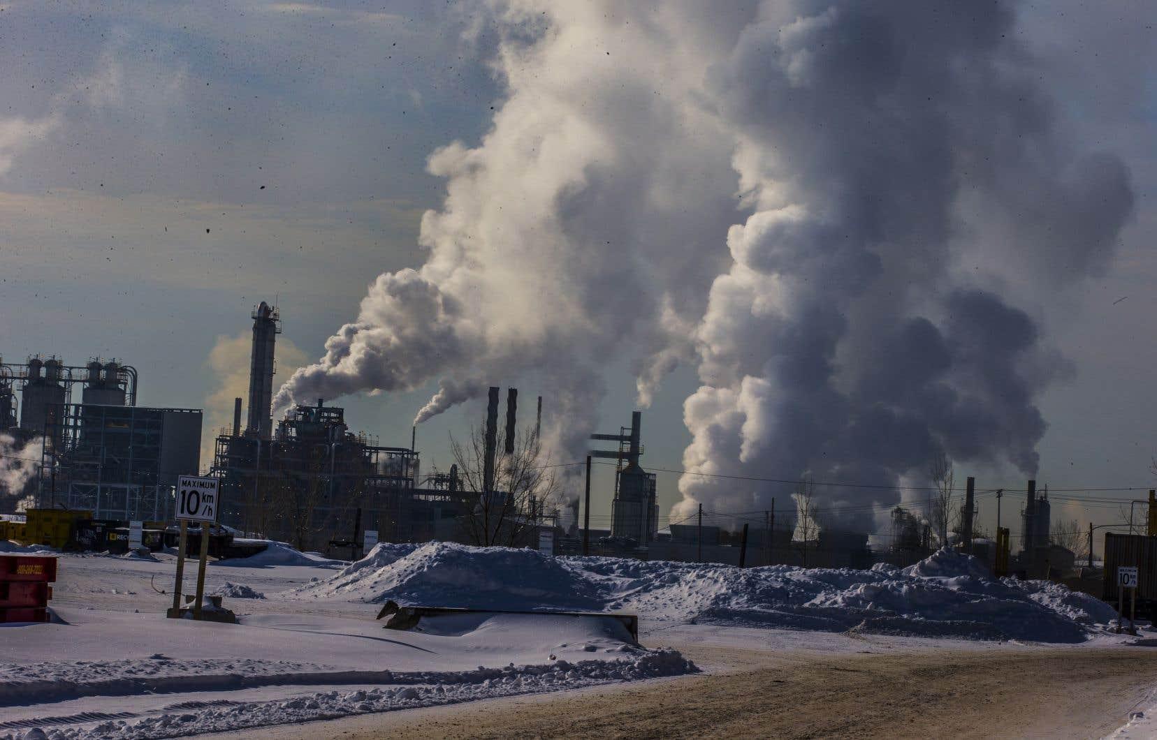 Ils saisissent la justice dans l'espoir de forcer la main des autorités canadiennes et les amener non seulement à rehausser leur cible de réduction des émissions de gaz à effet de serre, mais aussi à déployer les mesures nécessaires pour atteindre cette cible.