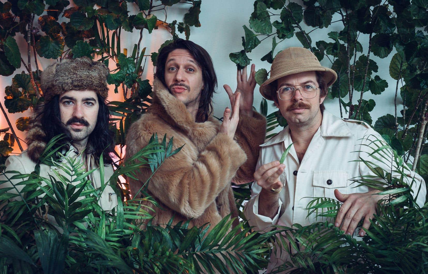 Le trio composé d'Étienne Barry, d'Alexis Roberge et de Sébastien Paquin (de gauche à droite) lance un album qui transporte la musique pop québécoise du Brésil à l'Italie des années 1980.