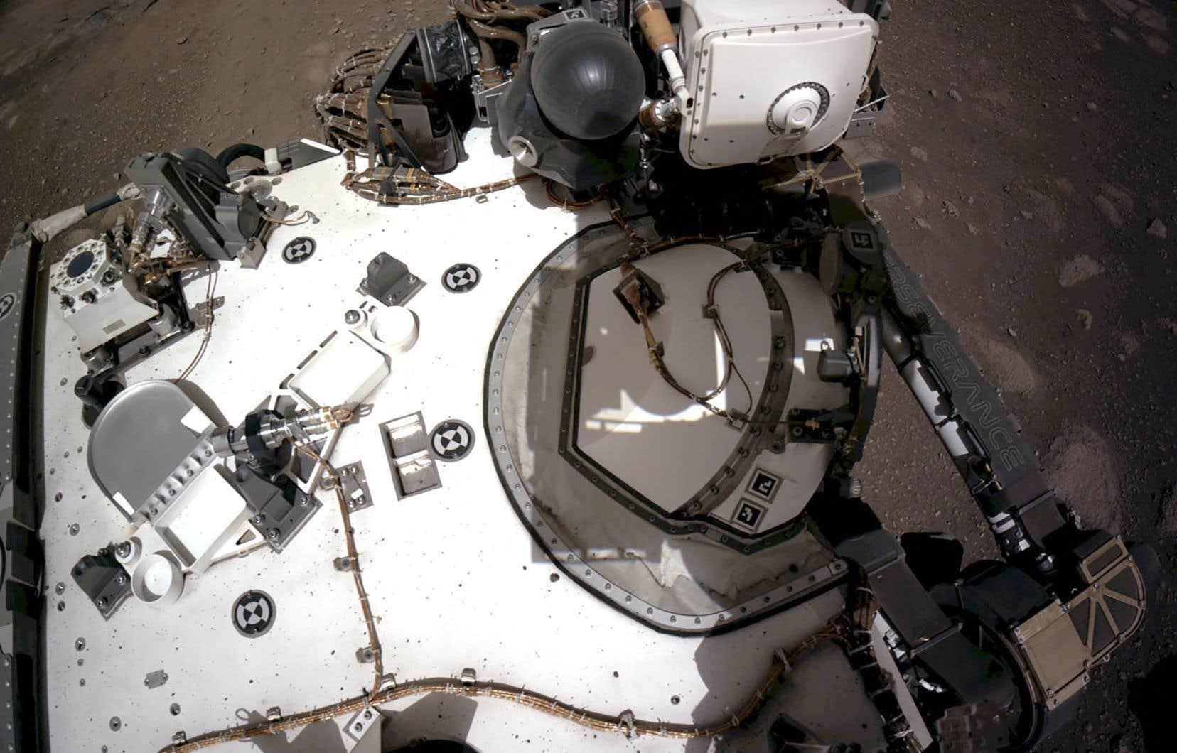 «Perseverance» a emporté deux micros, dont l'un situé sur l'instrument scientifique SuperCam, une caméra ultra-sophistiquée de la taille d'une boîte à chaussures.