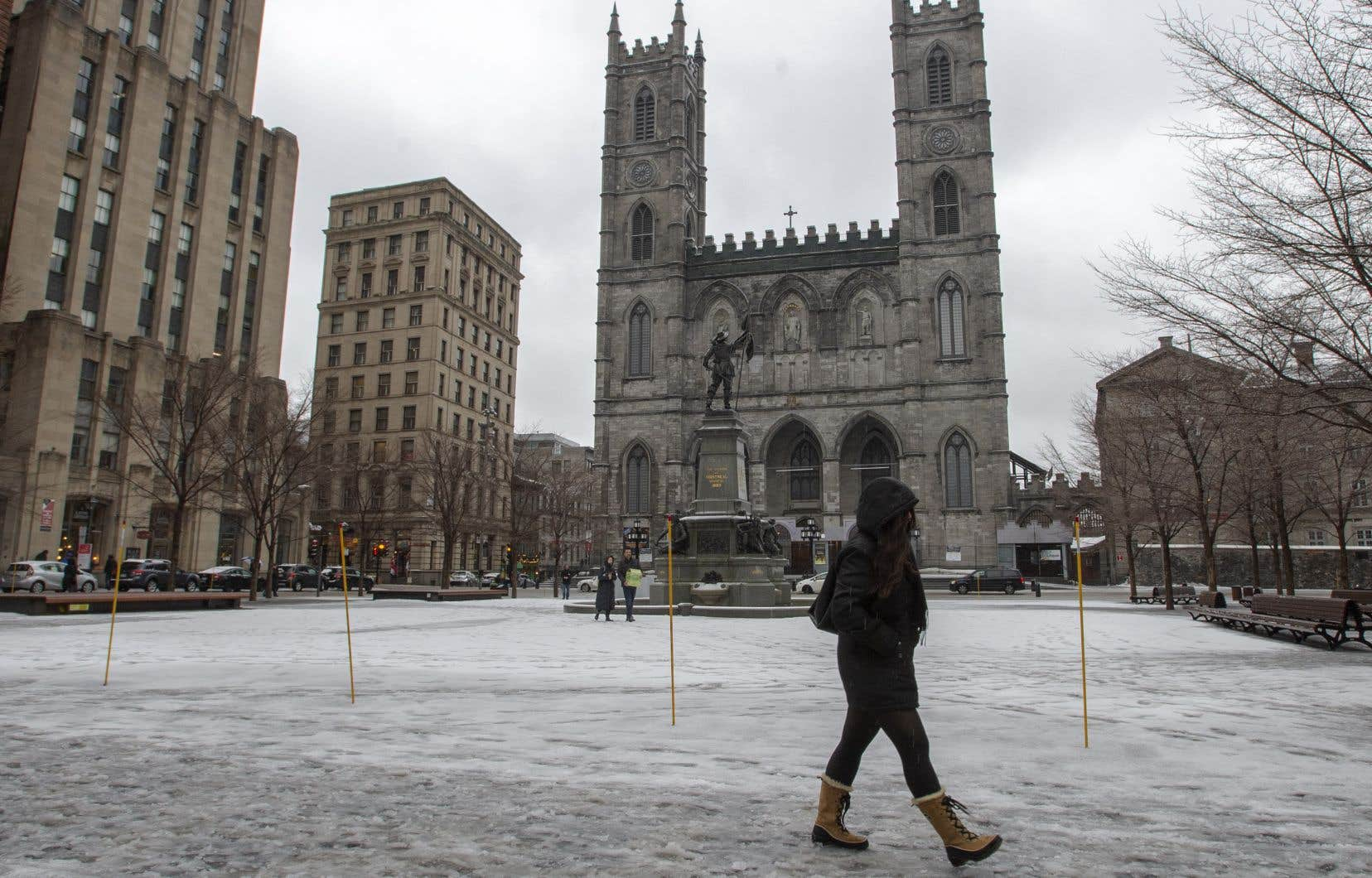 «La basilique Notre-Dame de Montréal, ce joyau national, connaît des problèmes. Âgée de 190ans, elle a besoin de restauration», écrit l'autrice.