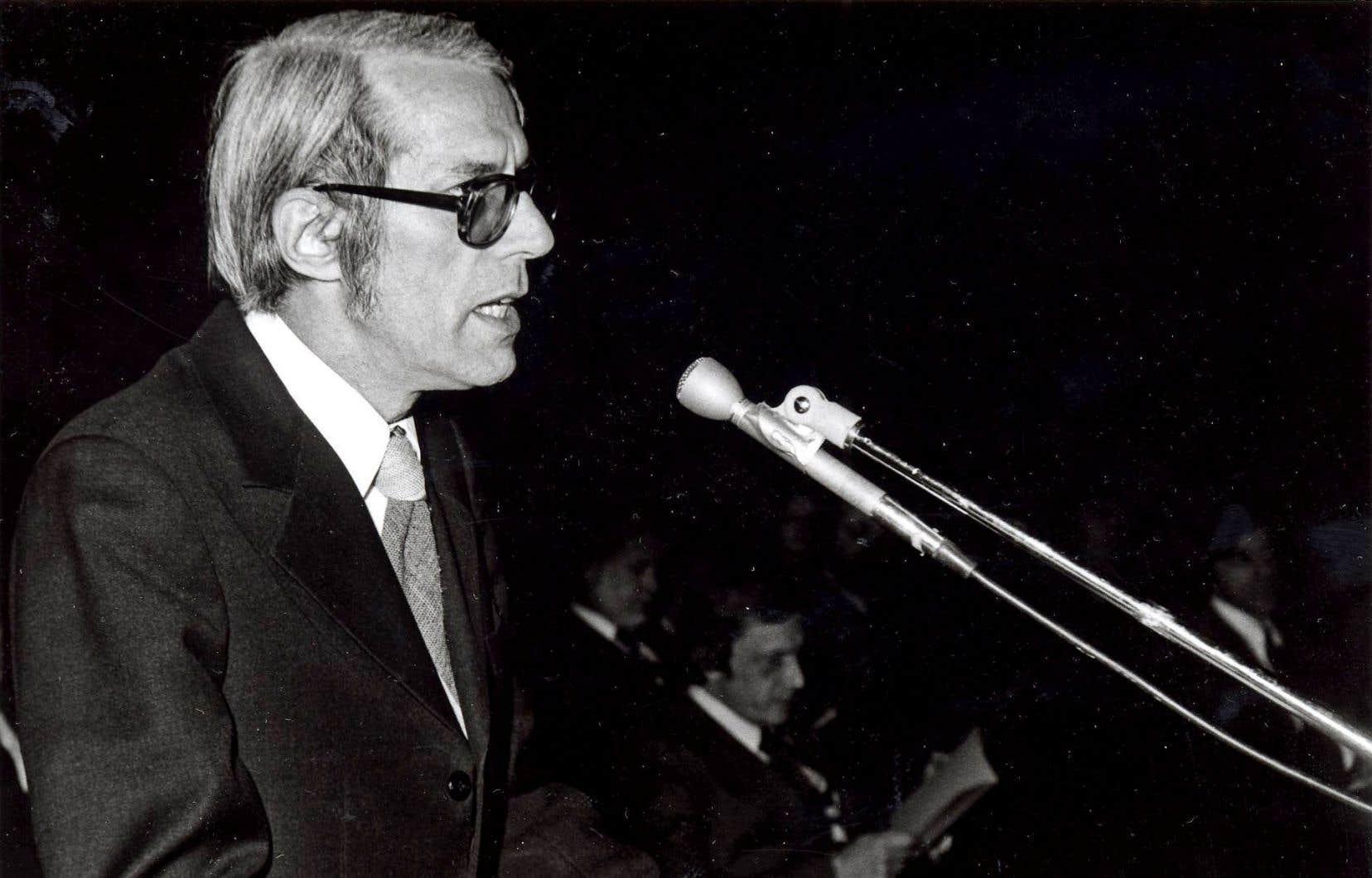 En plus d'avoir occupé la fonction de sous-ministre à l'Éducation, Yves Martin a été le premier recteur de l'Université de Sherbrooke à ne pas être issu du clergé.