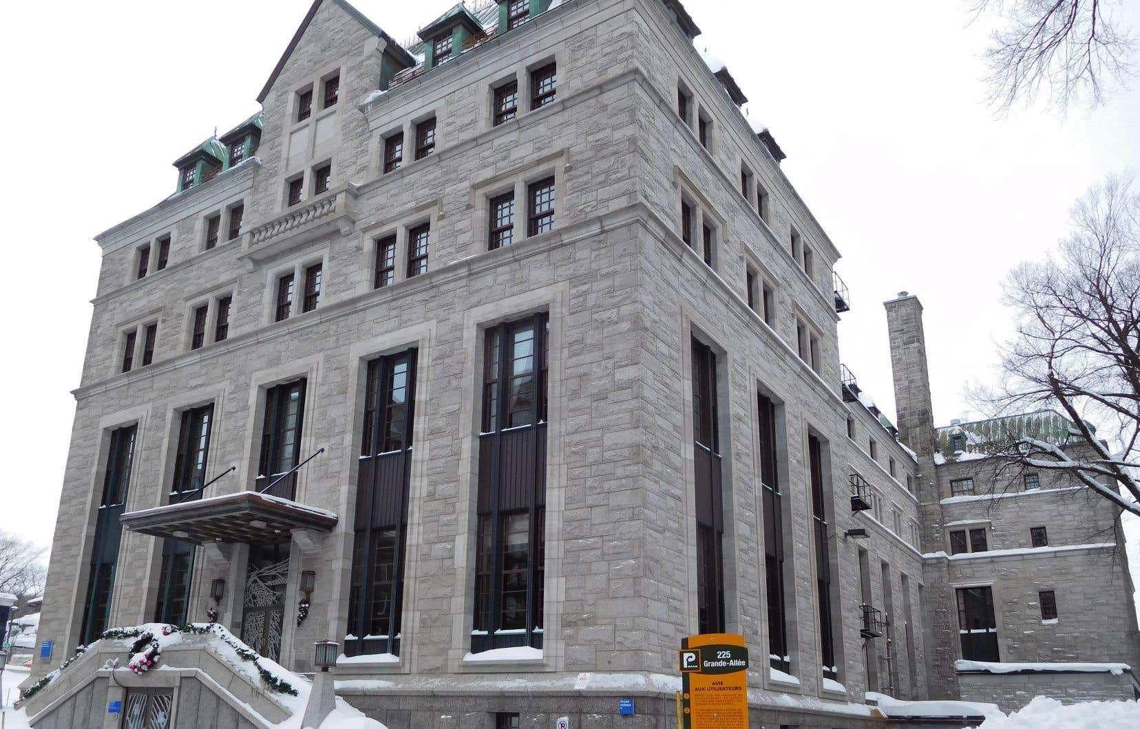 La Société des Dix déplore la fermeture de ce centre et s'inquiète de la mise en danger de son patrimoine documentaire.