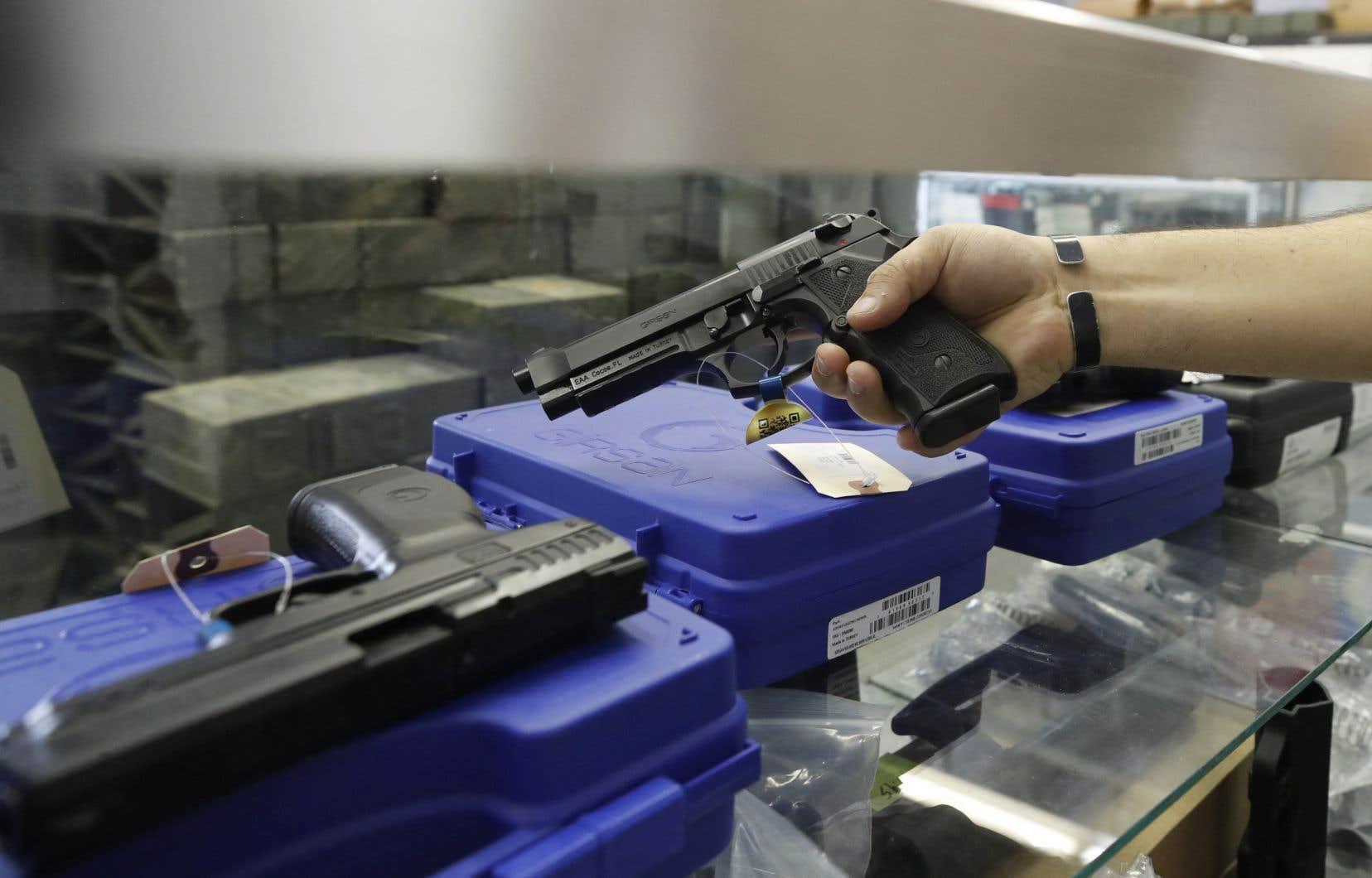 Le groupe PolySeSouvient déplore non seulement que le gouvernement Trudeau n'interdise pas à l'échelle du Canada la possession d'armes de poing, mais aussi qu'il n'ait rien proposé pour stopper leur prolifération.