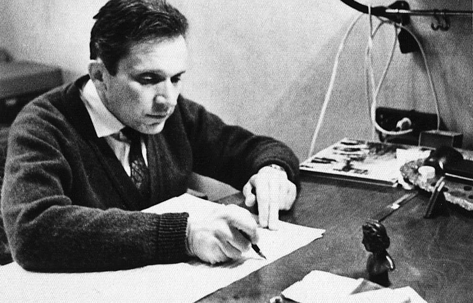 Mieczysław Weinberg dans son studio en 1962 composant «Lettres anciennes», huit chansons pour soprano et piano sur des poèmes de Julian Tuwim.