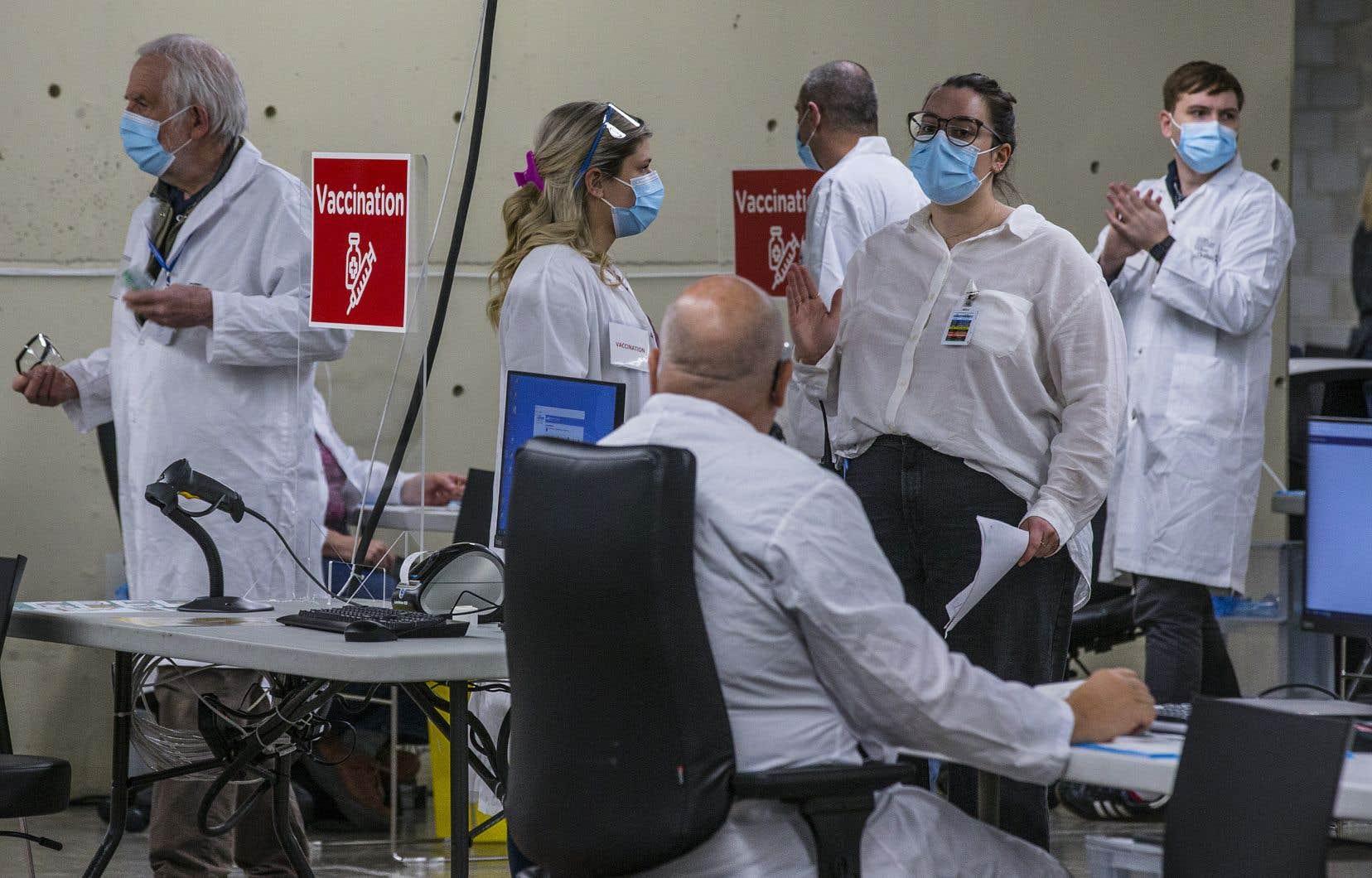La vaccination de masse pour les plus âgés doit débuter dans l'essentiel des régions du Québec le 8mars. En date de vendredi, 115000 rendez-vous ont déjà été pris dans l'ensemble de la province.