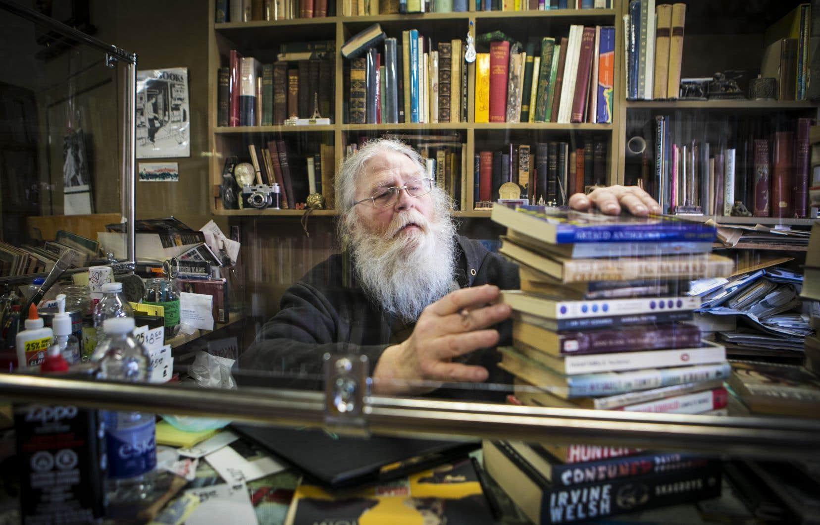 Stephen Welch est à la tête de la librairie S.W. Welch depuis 37ans, dont 14 au 225 de la rue Saint-Viateur Ouest. Le Montréalais anglophone de 70ans fermera définitivement les portes de son commerce le 1<sup>er</sup>août.