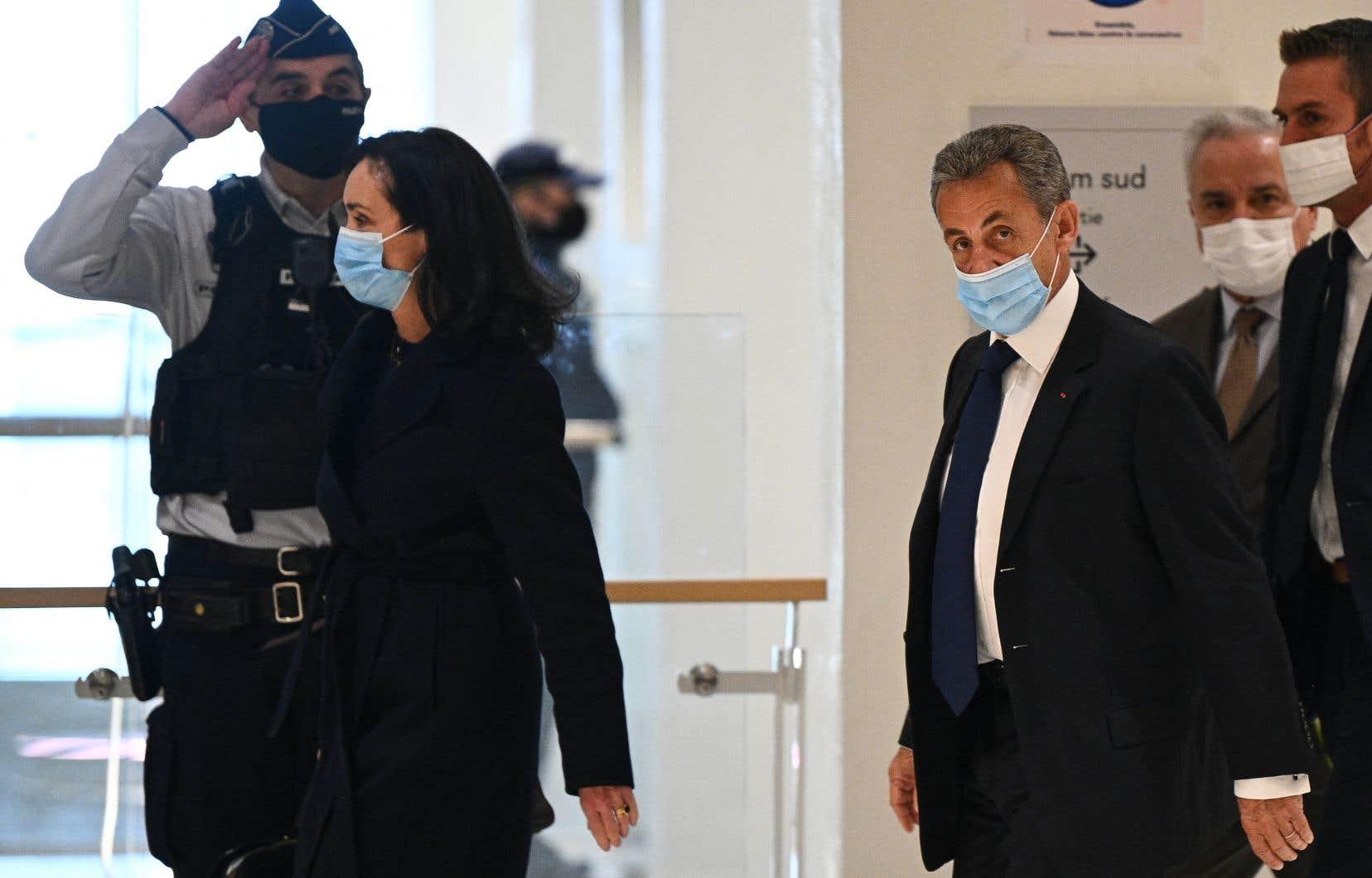 L'ancien président français Nicolas Sarkozy à son arrivé au tribunal de Paris, lundi