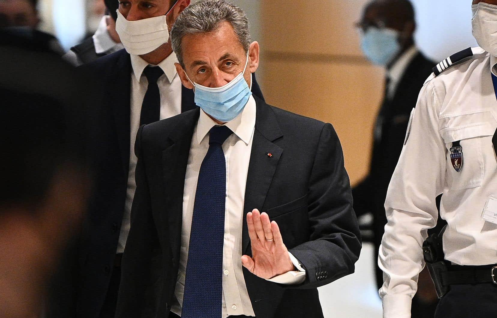 L'ancien président français Nicolas Sarkozy a étécondamné lundi à trois ans de prison pour corruption et trafic d'influence.