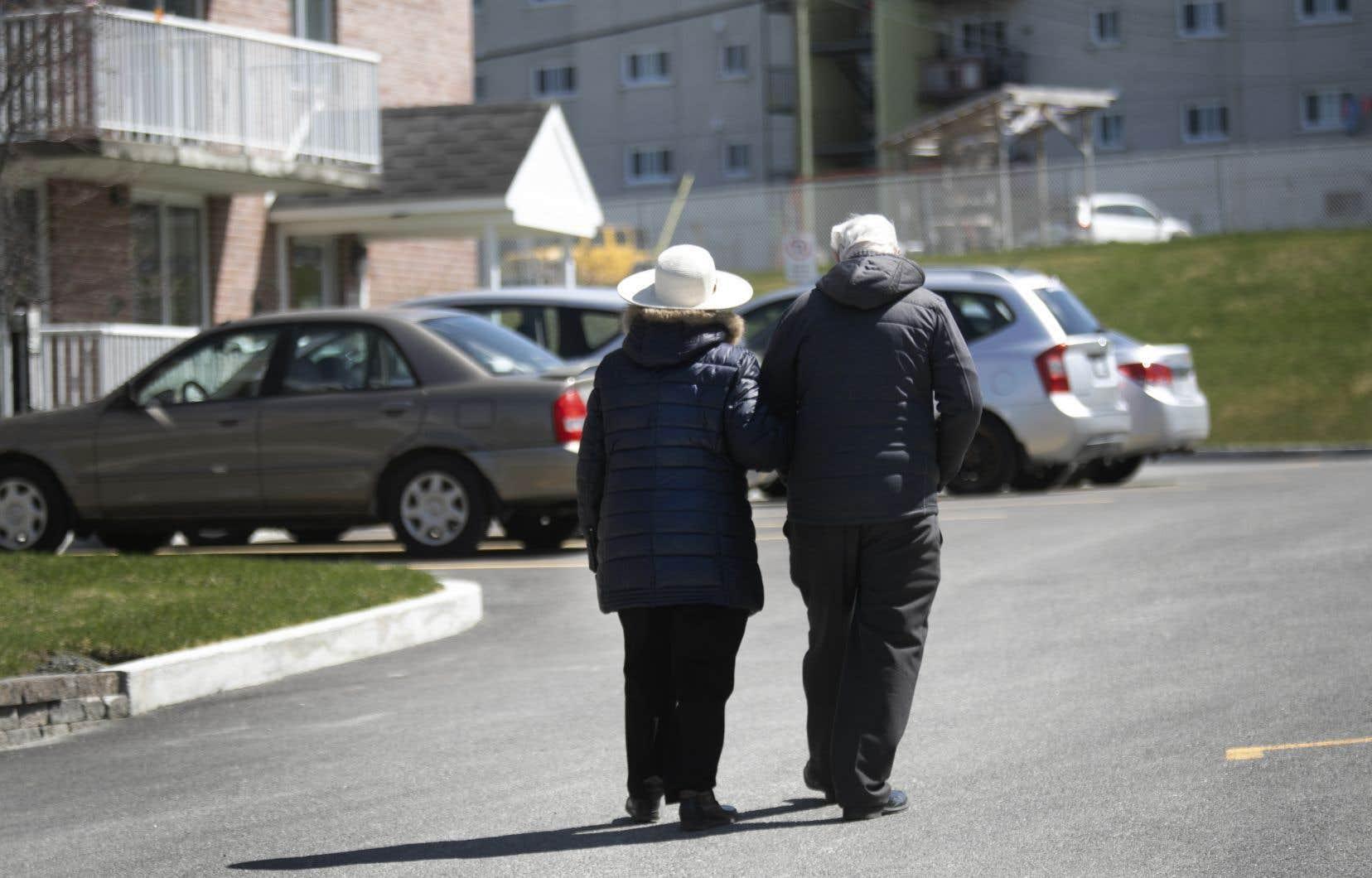 L'ISQ note que l'espérance de vie tend à augmenter au fil des ans, de sorte que l'ampleur des baisses de 2020 fait figure d'exception.