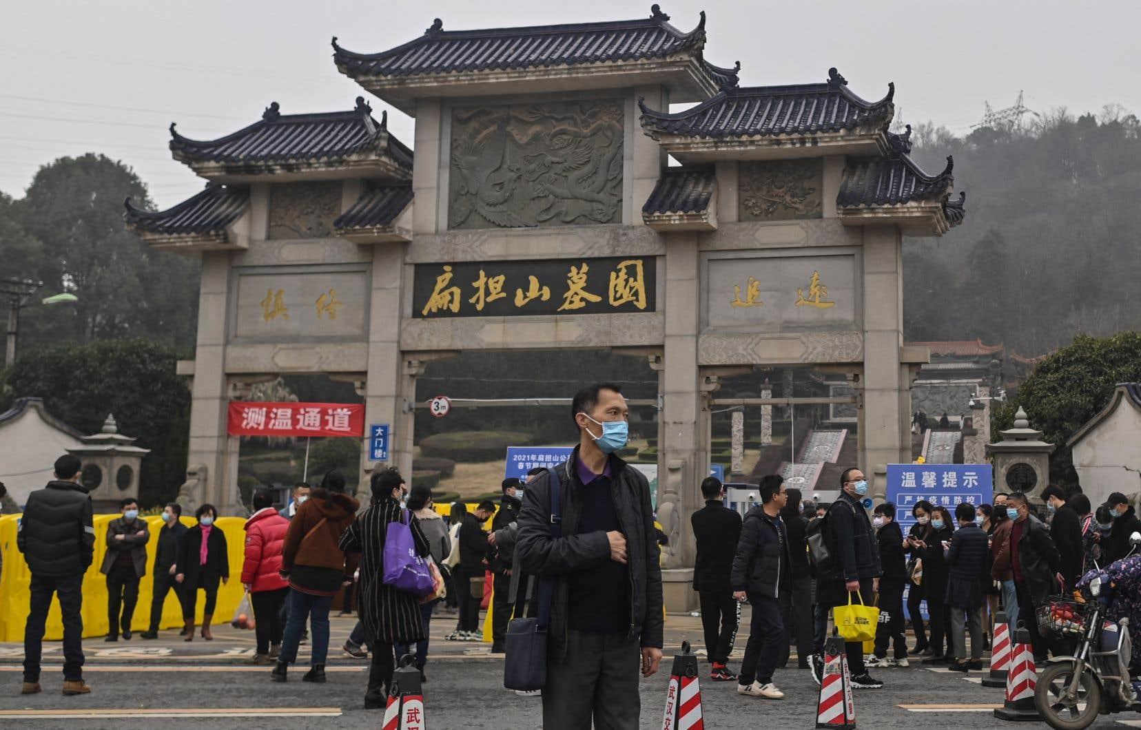 À la fin de leur mission en Chine, les experts de l'OMS avaient exposé les différentes hypothèses de travail sur la manière dont le virus qui cause la COVID-19 est passé d'un animal à l'homme, lors d'un point de presse à Wuhan.