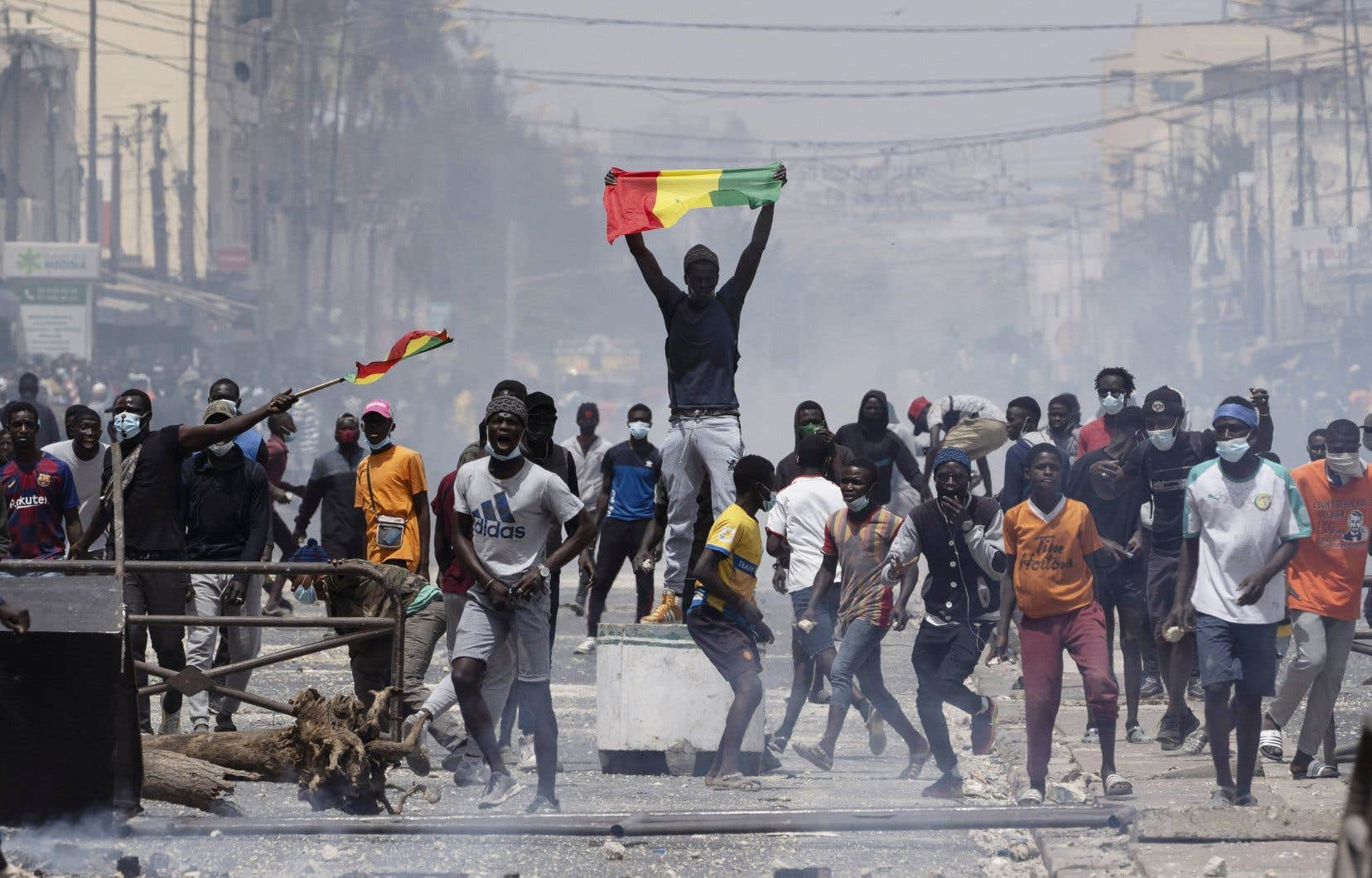 Au moins quatre personnes ont été tuées au cours de scènes de guérilla urbaine opposant les forces de l'ordre et des groupes de jeunes réclamant la libération de l'opposant Ousmane Sonko.