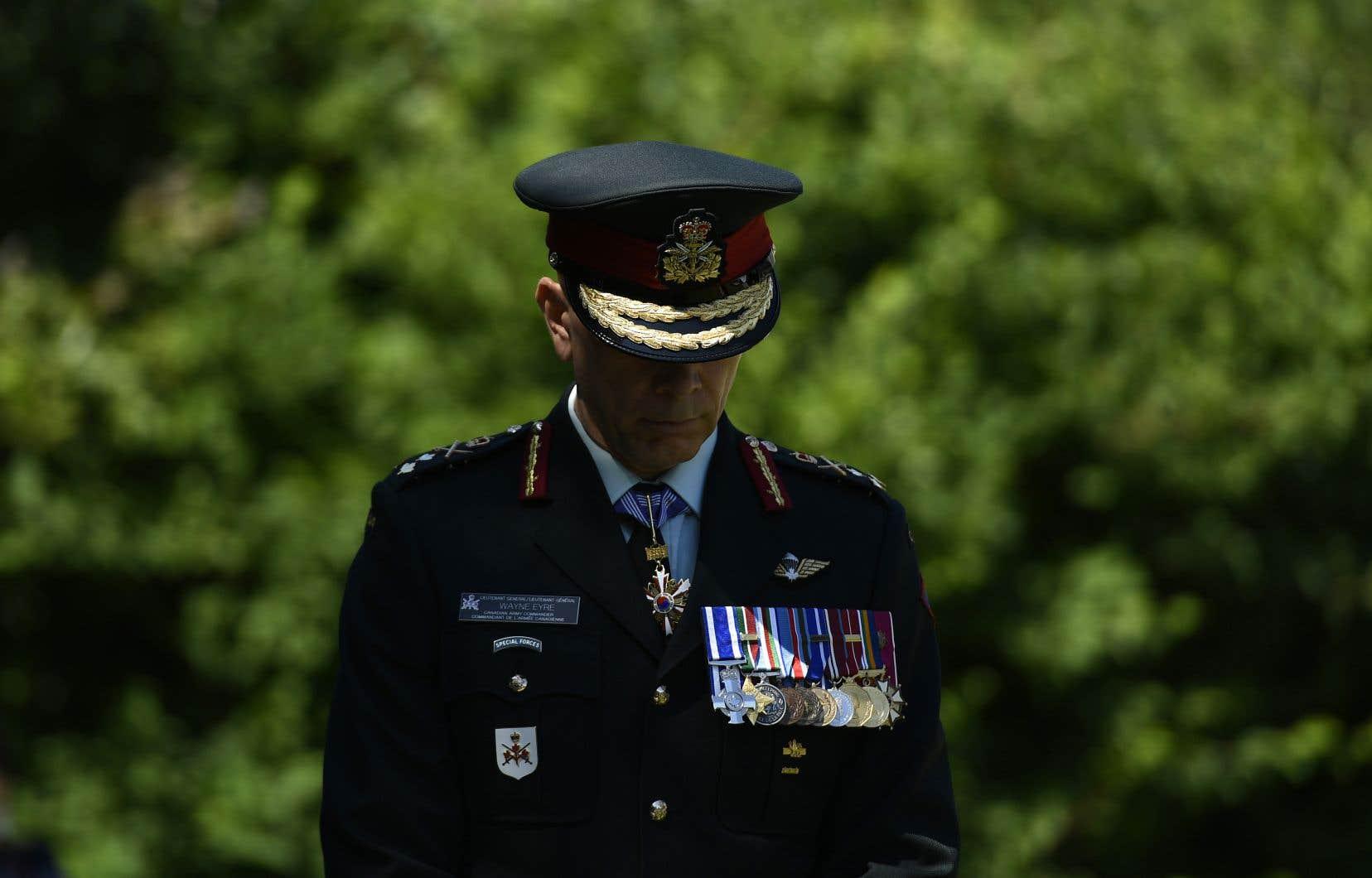 «Aucun de nous ne devrait jamais tolérer ou appuyer des comportements ou des attitudes qui minent au bien-être des gens», a écrit le lieutenant général Wayne Eyre.