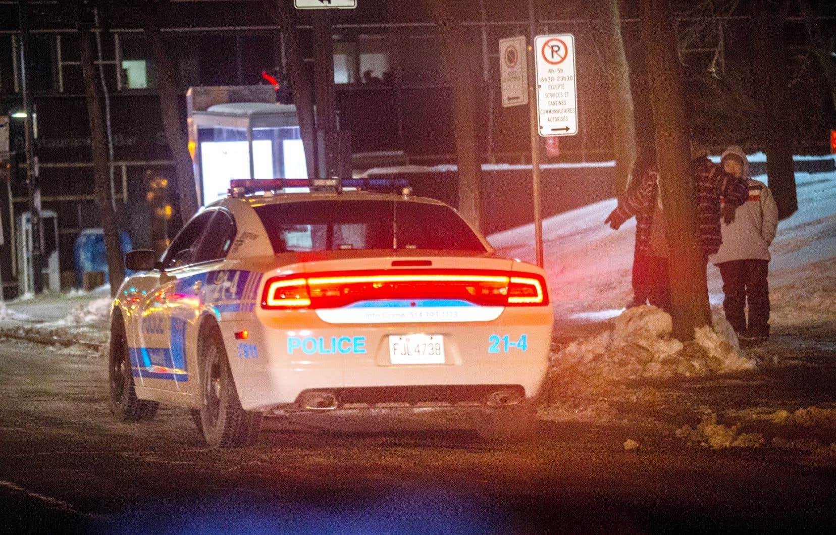 À Montréal, c'est le non-respect du couvre-feu qui a entraîné le plus grand nombre de constats. Ainsi, entre le 1eret le 7mars, le SPVM indique avoir émis 372 constats ou rapports d'infraction généraux, dont 263 pour des accrocs aux règles du couvre-feu.