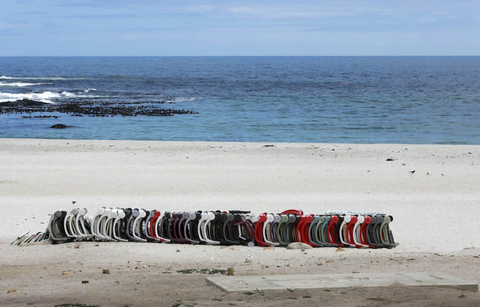 Le variant B.1.351, d'abord découvert en Afrique du Sud (on peut voir une plage déserte de Cape Townsur la photo), pousse les compagnies pharmaceutiques à adapter leurs vaccins.