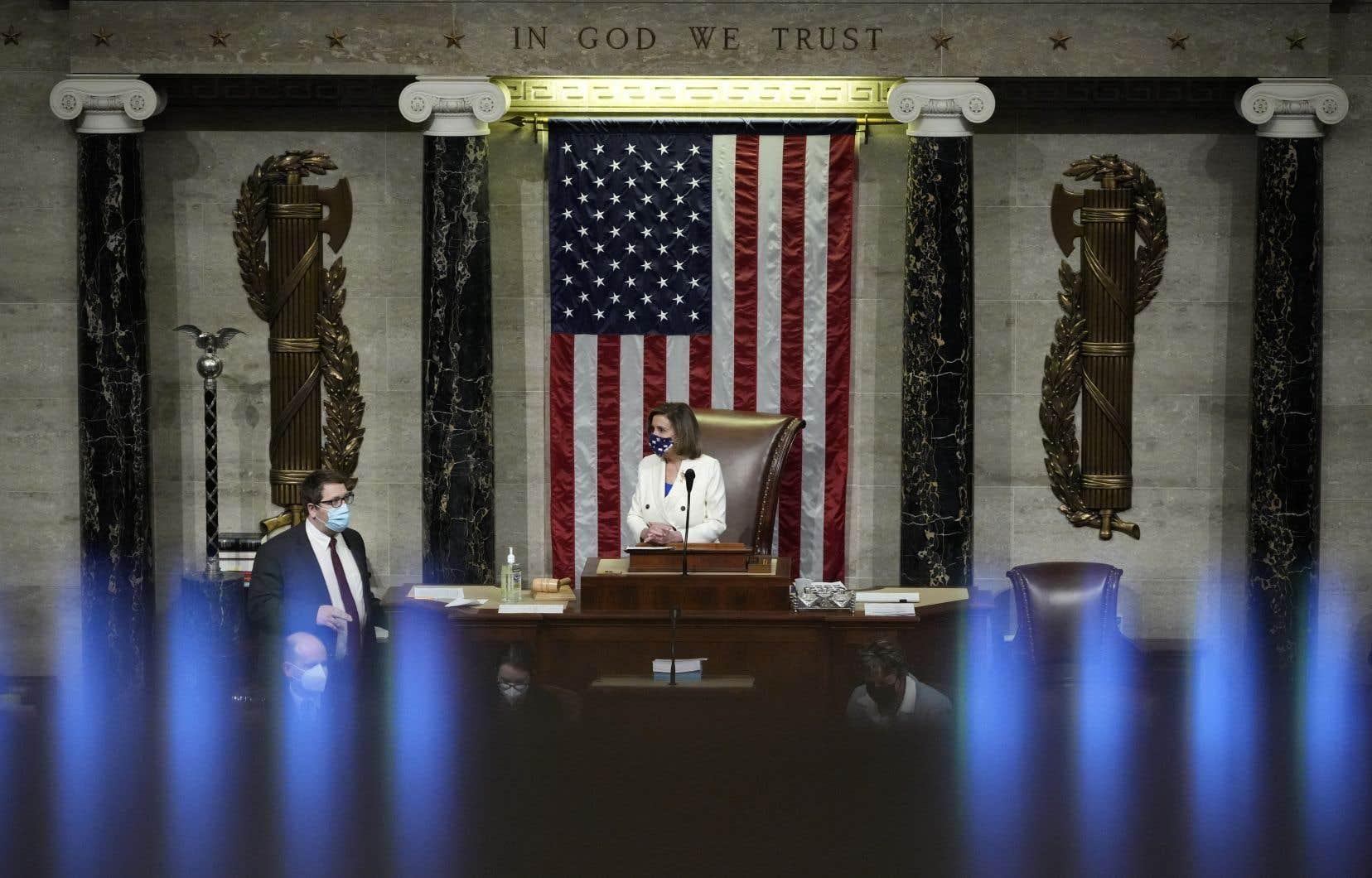 «Nous sommes à un tournant décisif de l'histoire de notre pays», avait lancé la présidente démocrate de la Chambre des représentants, Nancy Pelosi, en conclusion du débat dans l'hémicycle.
