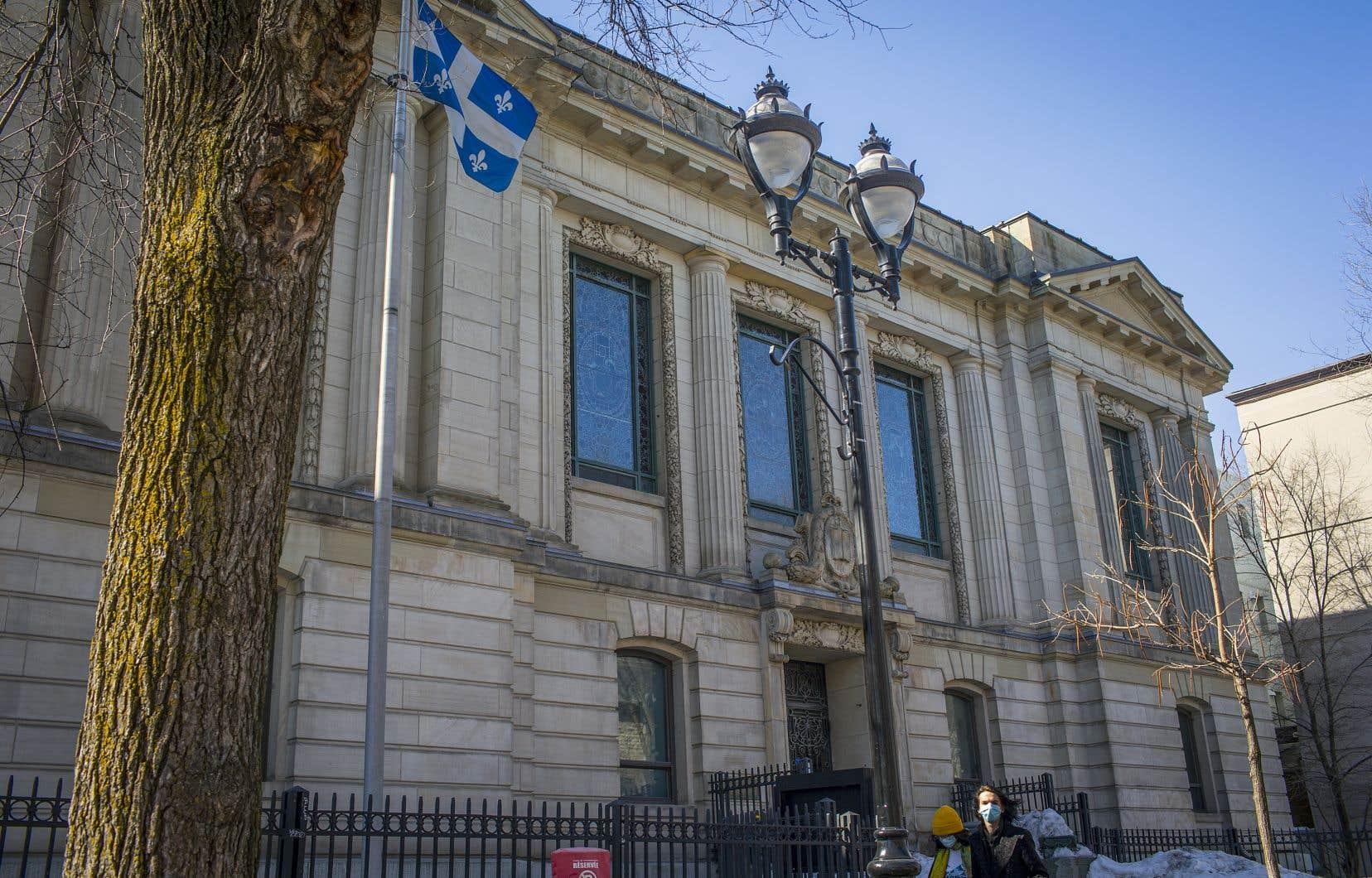 Classée monument historique en 1988, la bibliothèque Saint-Sulpice archive maintenant les problèmes et souffre d'avoir été inoccupée pendant plus de 15ans.