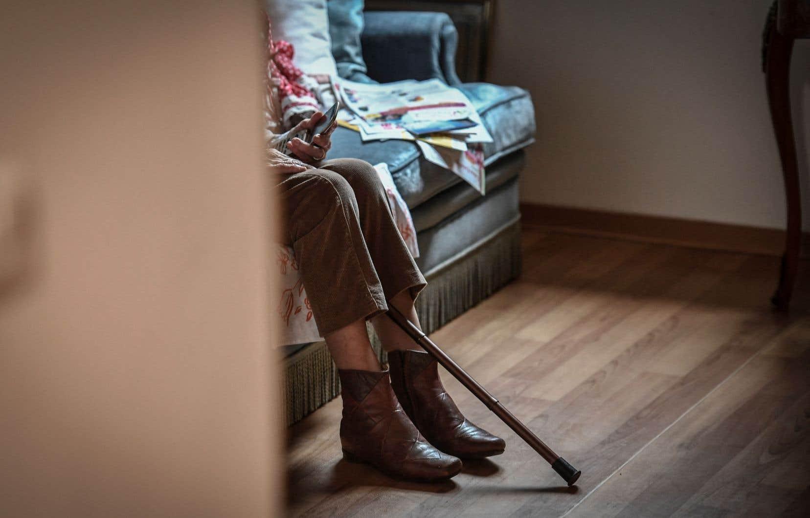 «Réussirai-je à résister aux enclos de retraités, à ma mise au rancart? Je refuse de me cacher pour mourir un jour», résume l'autrice.