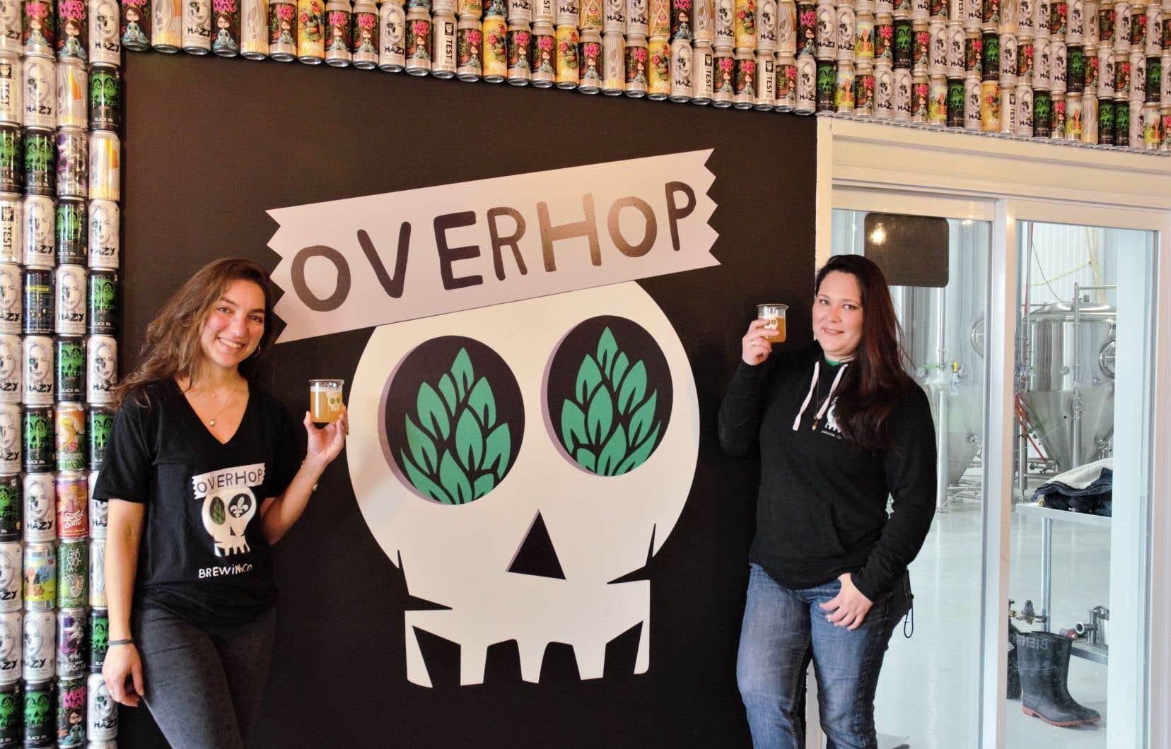 Tatiana Fulton et Patricia Rios, copropriétaires de la brasserie artisanale OverHop Canada, qui a pignon sur rue à Saint-Jean-sur-Richelieu