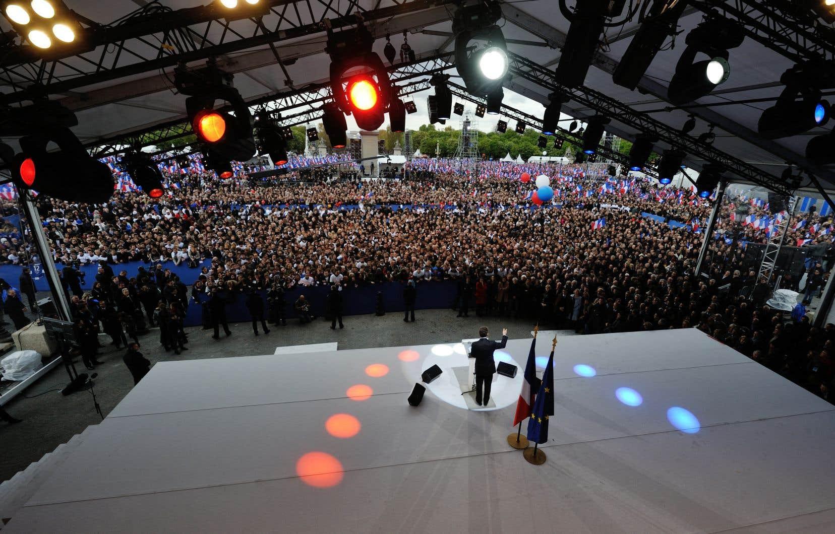La campagne du président sortant, alors en difficulté dans les sondages, s'était terminée par une série de grandes assemblées, dont un immense rassemblement sur la place de la Concorde.