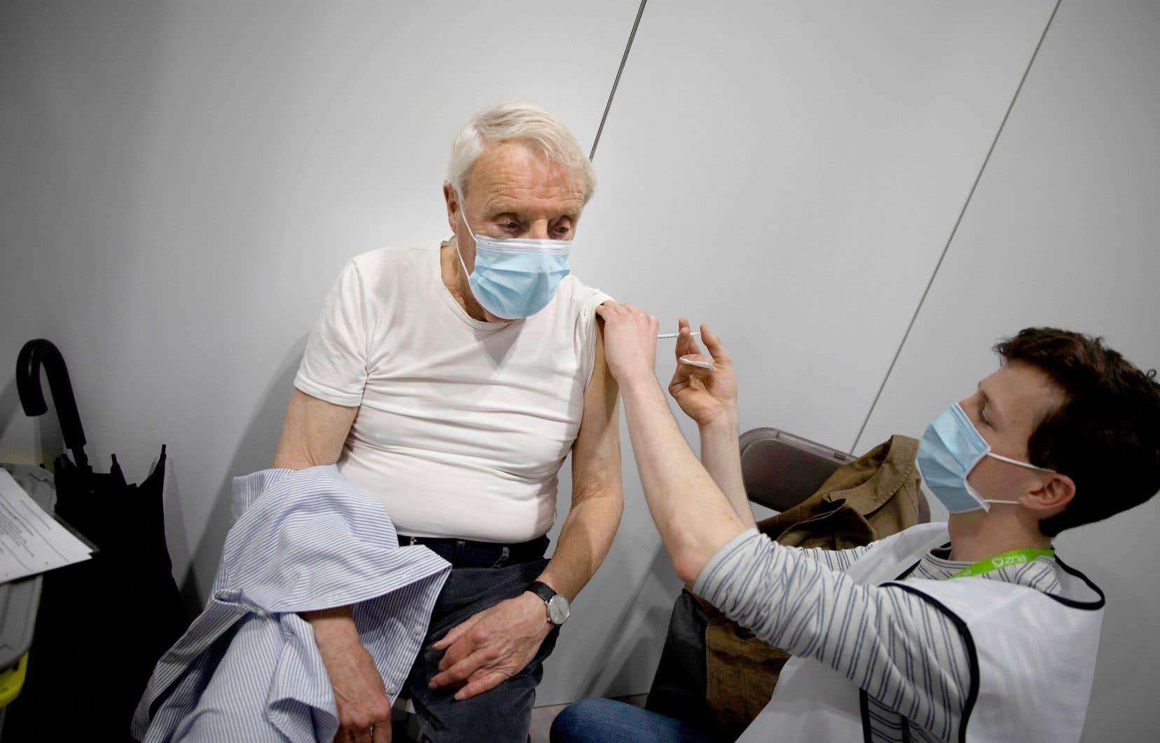 Une quinzaine de pays au total ont suspendu par précaution l'utilisation du vaccin d'AstraZeneca.
