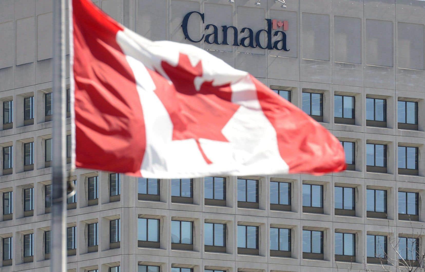 Desallégations d'inconduites visent les plus hauts gradés de l'armée canadienne, y compris les deux plus récents chefs d'état-major de la défense, le général Jonathan Vance et l'amiral Art McDonald.