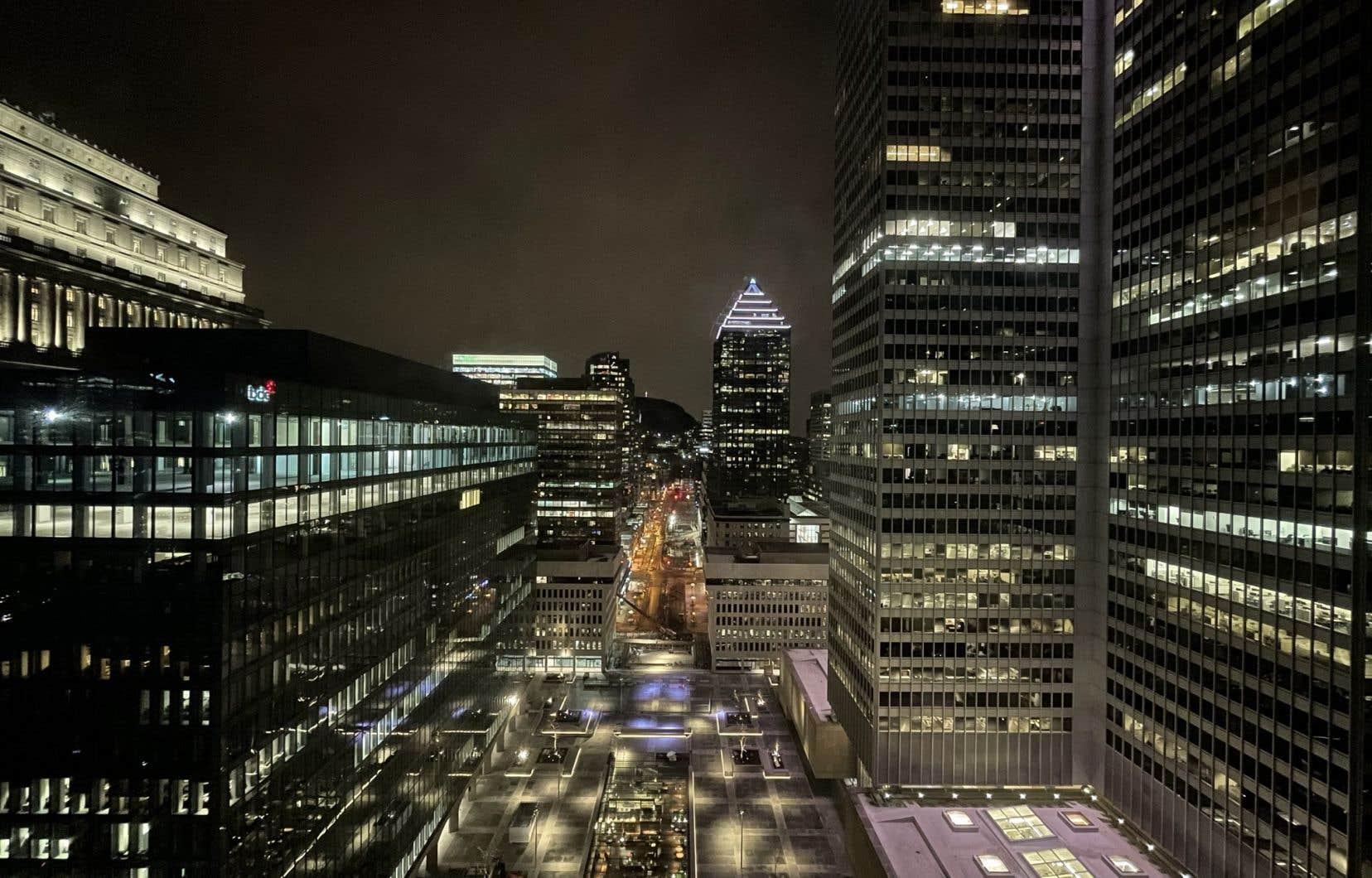 Vue sur le centre-ville de Montréal et le mont Royal depuis le Fairmont Reine Elizabeth