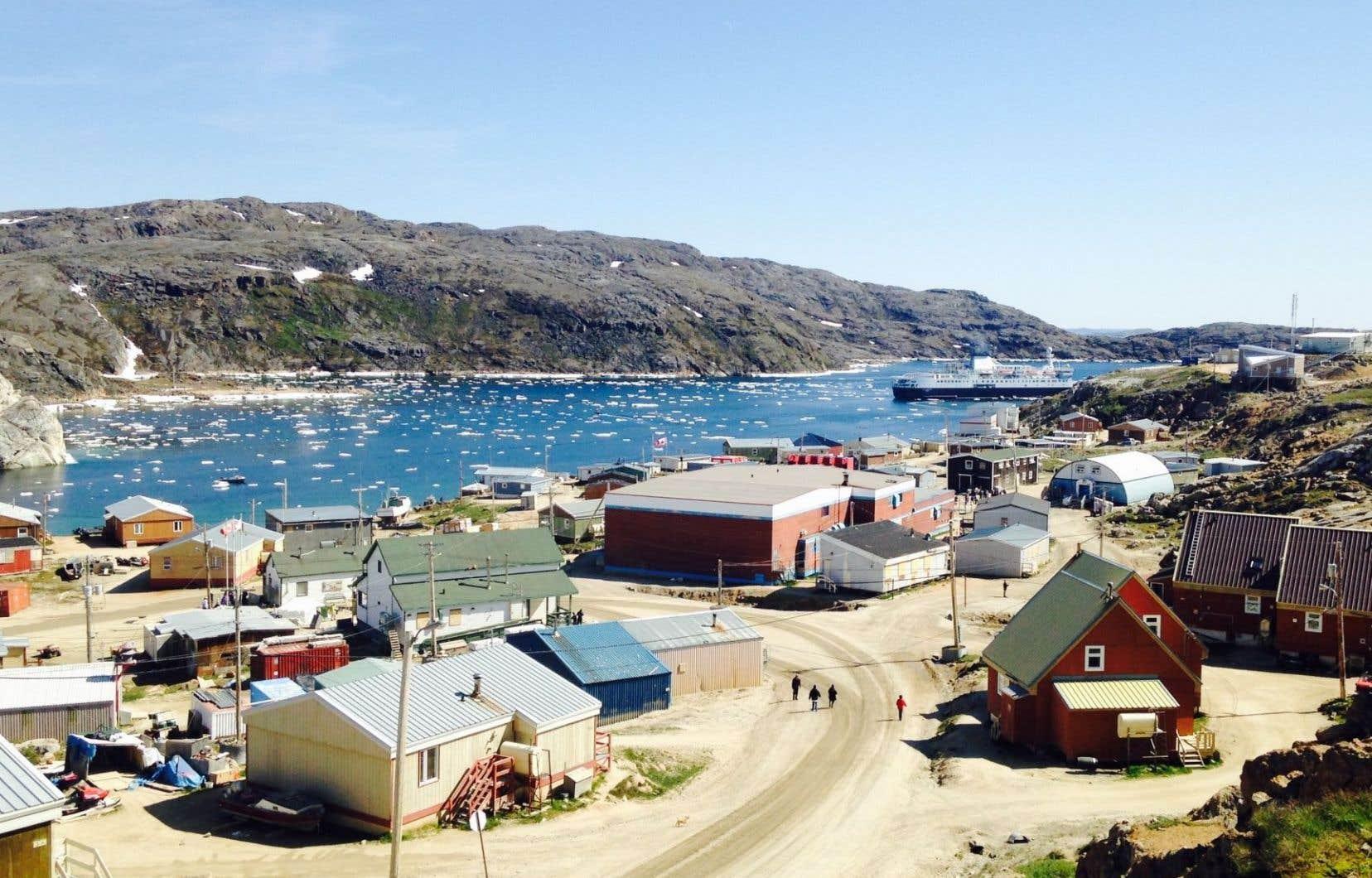 Le tourisme est régénérateur quand les priorités des communautés d'accueil ont préséance sur celles des voyageurs. Sur la photo, Kimmirut, un village inuit en terre de Baffin, au Nunavut.