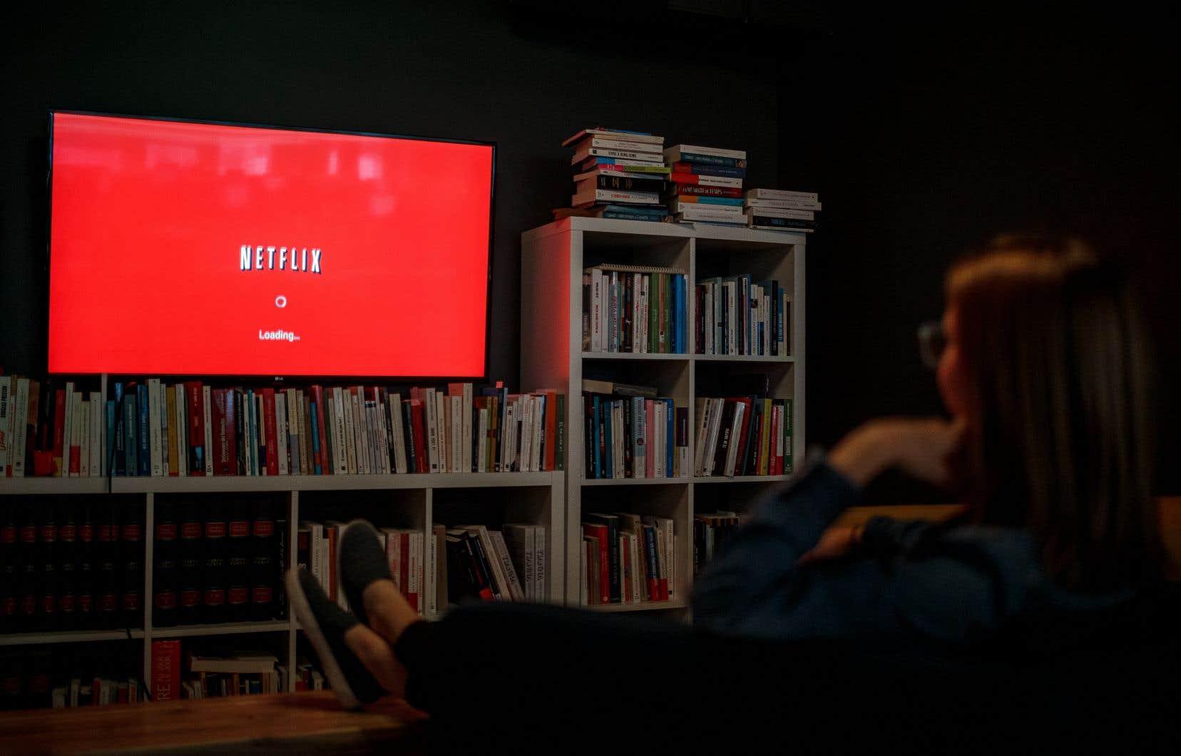 Selon les experts, les plateformes de diffusion comme Netflix s'appuient sur une logique commerciale établie sur une consommation culturelle de masse et sur  des choix biaisés par des investissements en coproduction.