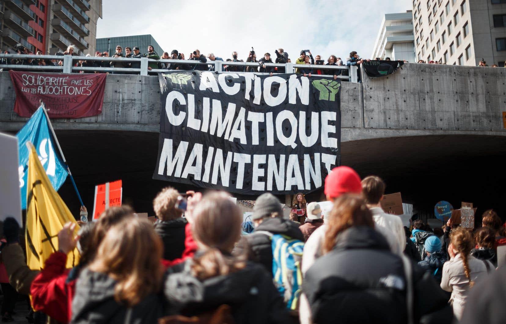 On se rappellera de la manifestation monstre du 27septembre 2019, qui avait mobilisé plusieurs centaines de milliers de personnes à Montréal.