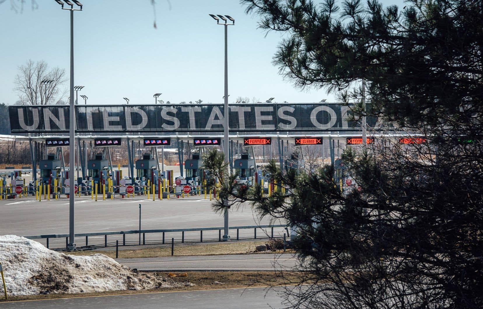 Le 21 mars 2020, le Canada et les États-Unis décidaient de filtrer les passages à leurs frontières terrestres afin de ne plus laisser passer que les déplacements essentiels. La mesure, exceptionnelle et inédite, a été reconduite de mois en mois, et une fois de plus cette semaine, jusqu'au 21 avril.