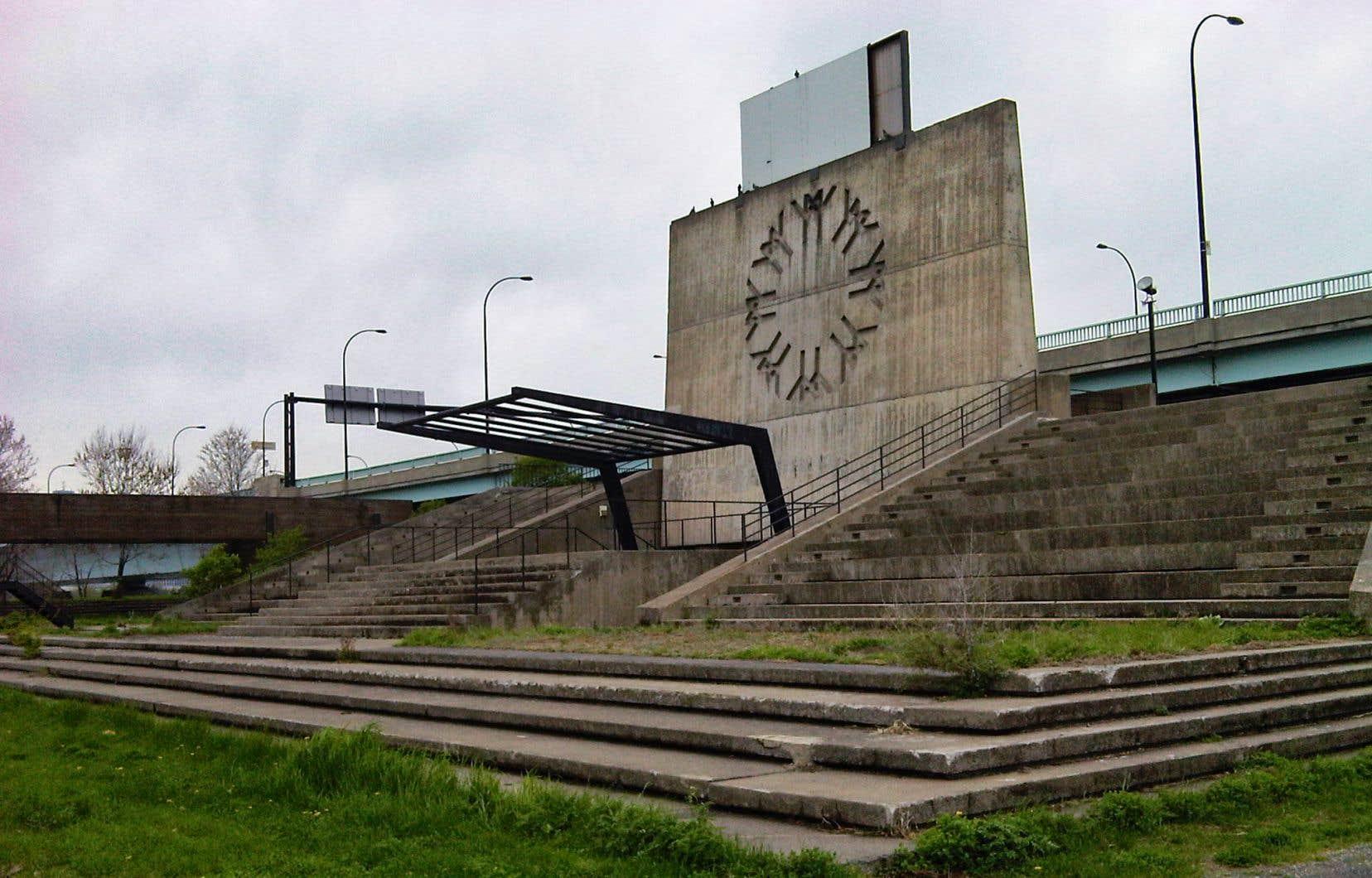 La place des Nations avait été créée dans la foulée du réaménagement de l'île Sainte-Hélène pour l'Exposition universelle de 1967.