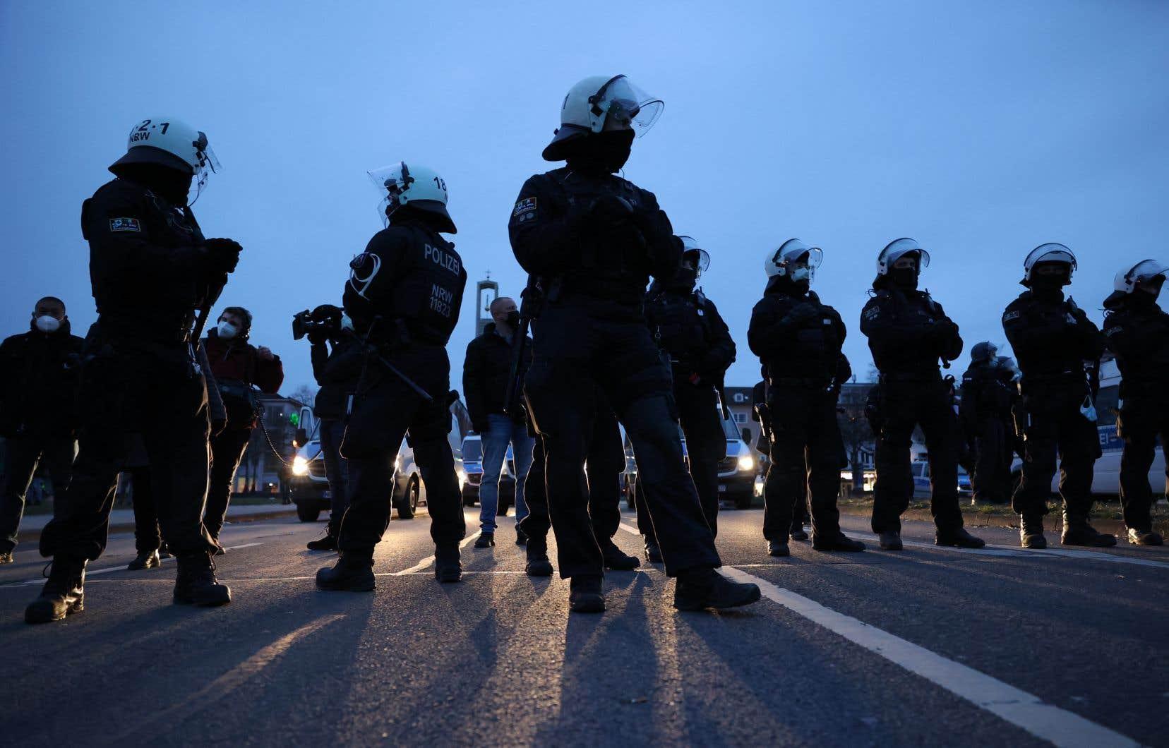 Les manifestations d'opposants aux restrictions sont de plus en plus violentes, à l'image d'un rassemblement organisé samedi à Cassel.