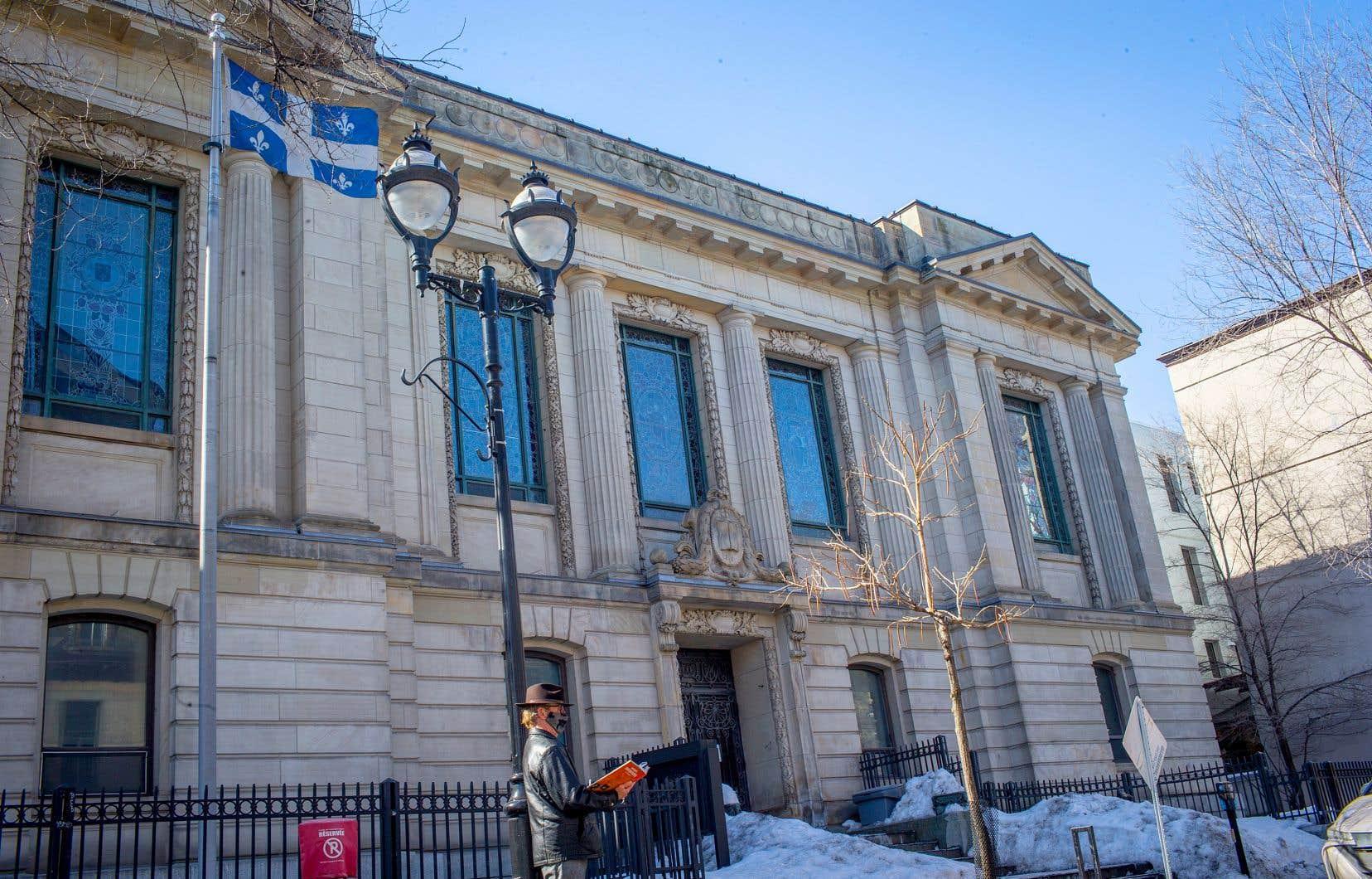 Ce rapport d'état de l'immeuble effectué au début du mois révèle l'urgence des travaux à faire sur ce bâtiment, classé monument historique en 1988. La démolition sélective et le toit sont les deux grandes priorités, réclamant des travaux de 344 087$ et de 170 538$ respectivement.